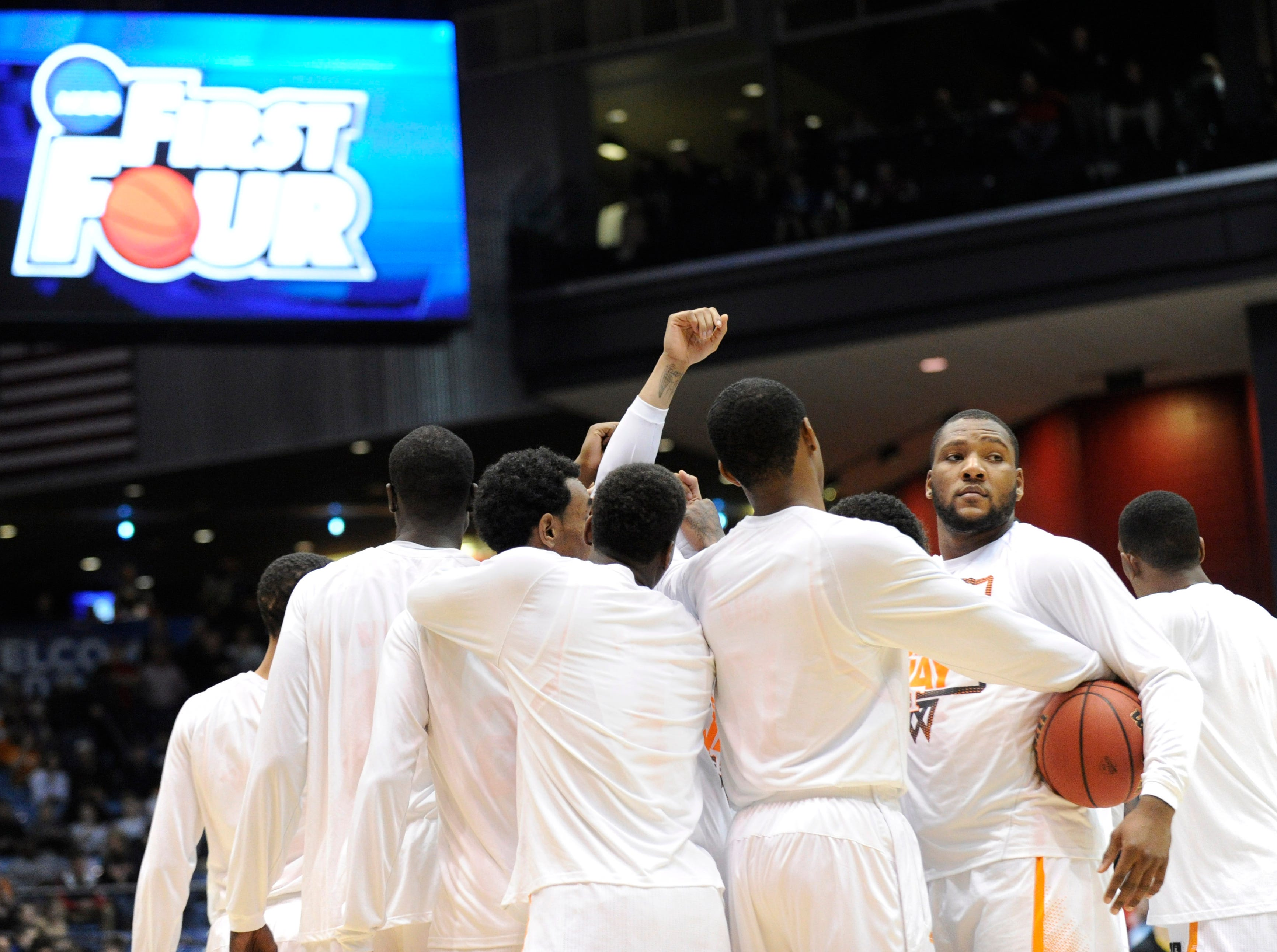 Tennessee forward Jeronne Maymon (34) gathers with teammates at center court before their NCAA tournament First Four play-in game against Iowa at the University of Dayton Arena in Dayton, Ohio on Wednesday, March 19, 2014.