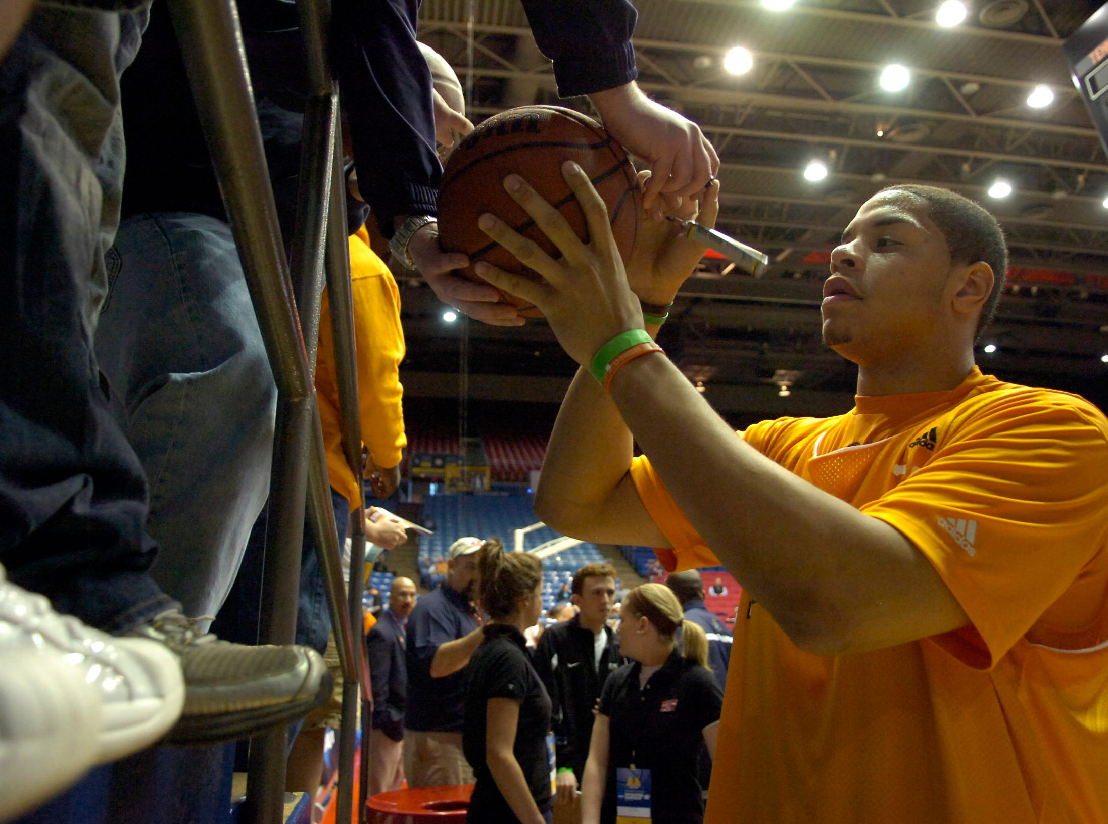 Tennessee's Brian Williams signs autographs for fans after practice on Thursday at the University of Dayton in Ohio. UT will play Oklahoma State in the first round of the 2009 NCAA tournament at 12:25 p.m. EST on Friday.