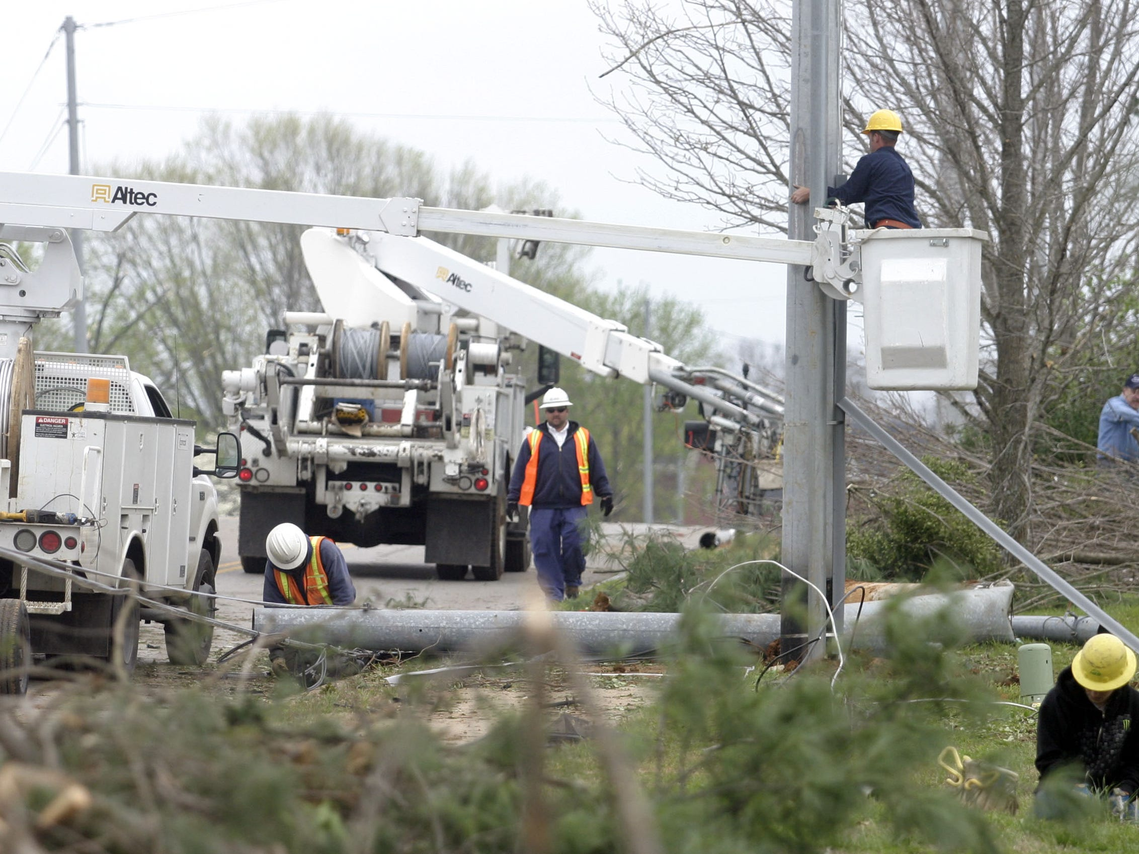 DNJ photo by Aaron Thompson Utility workers make repairs on Osborne Lane.