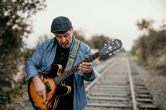 Arnold Mitchem, who will perform Saturday with Lisa & the Gents in Palm Desert, has his own Americana album that's rising in the national charts.