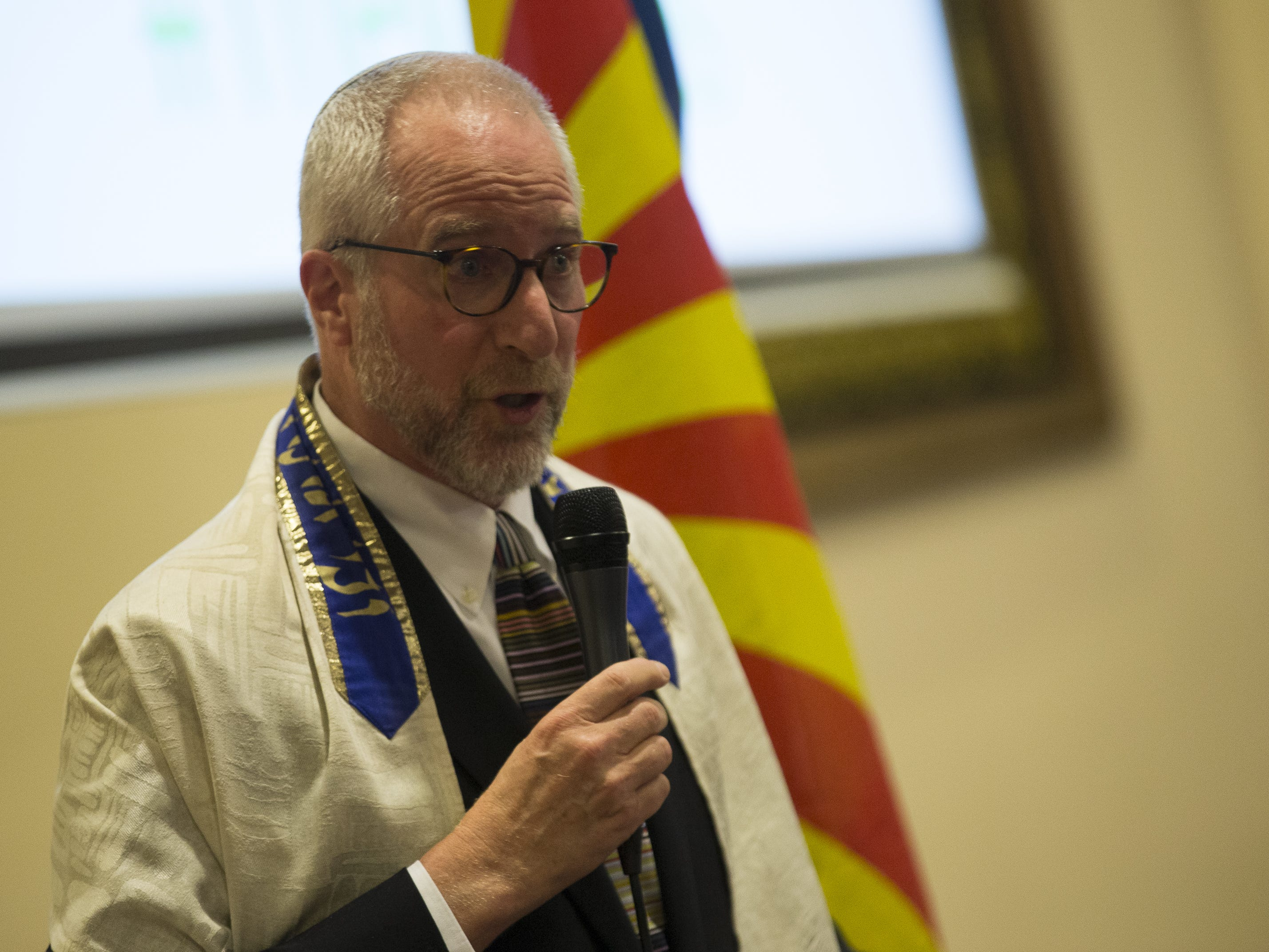 Rabbi John Linder, from Temple Solel, speaks at a vigil at the Islamic Center of Northeast Valley in Scottsdale on Sunday, March 17, 2019, in memory of the victims of the Christchurch New Zealand shooting.