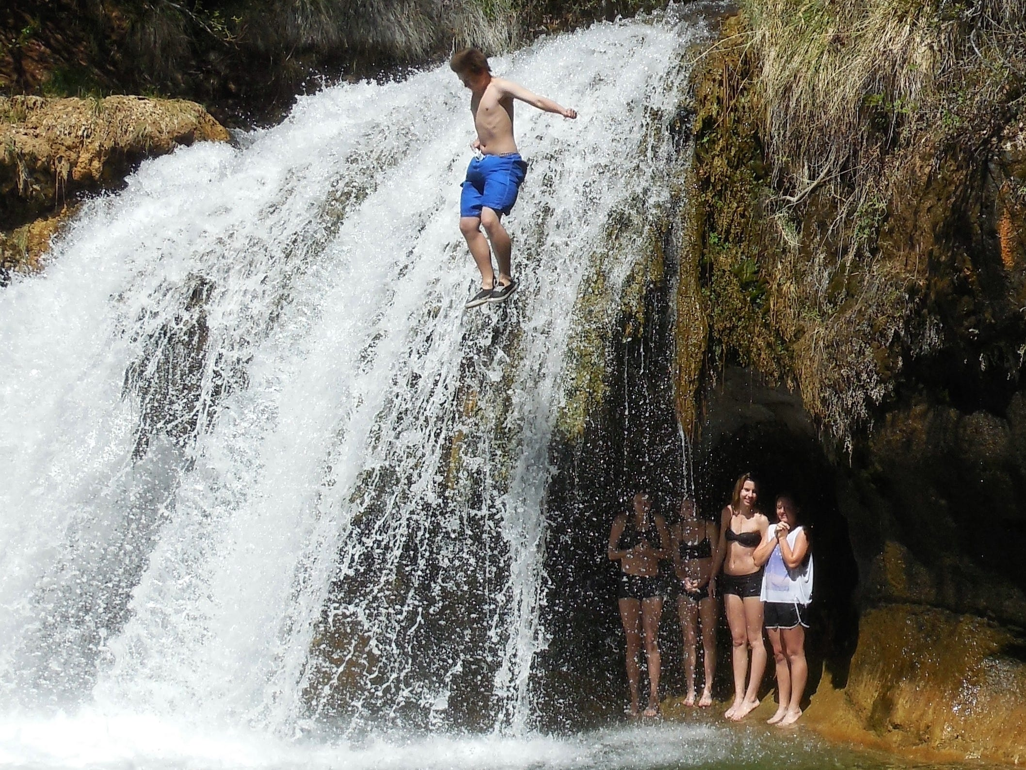 Fossil Creek is a popular swimming hole, but people have been injured and died in the area. Swimming and hiking are at your own risk. Use extreme caution.