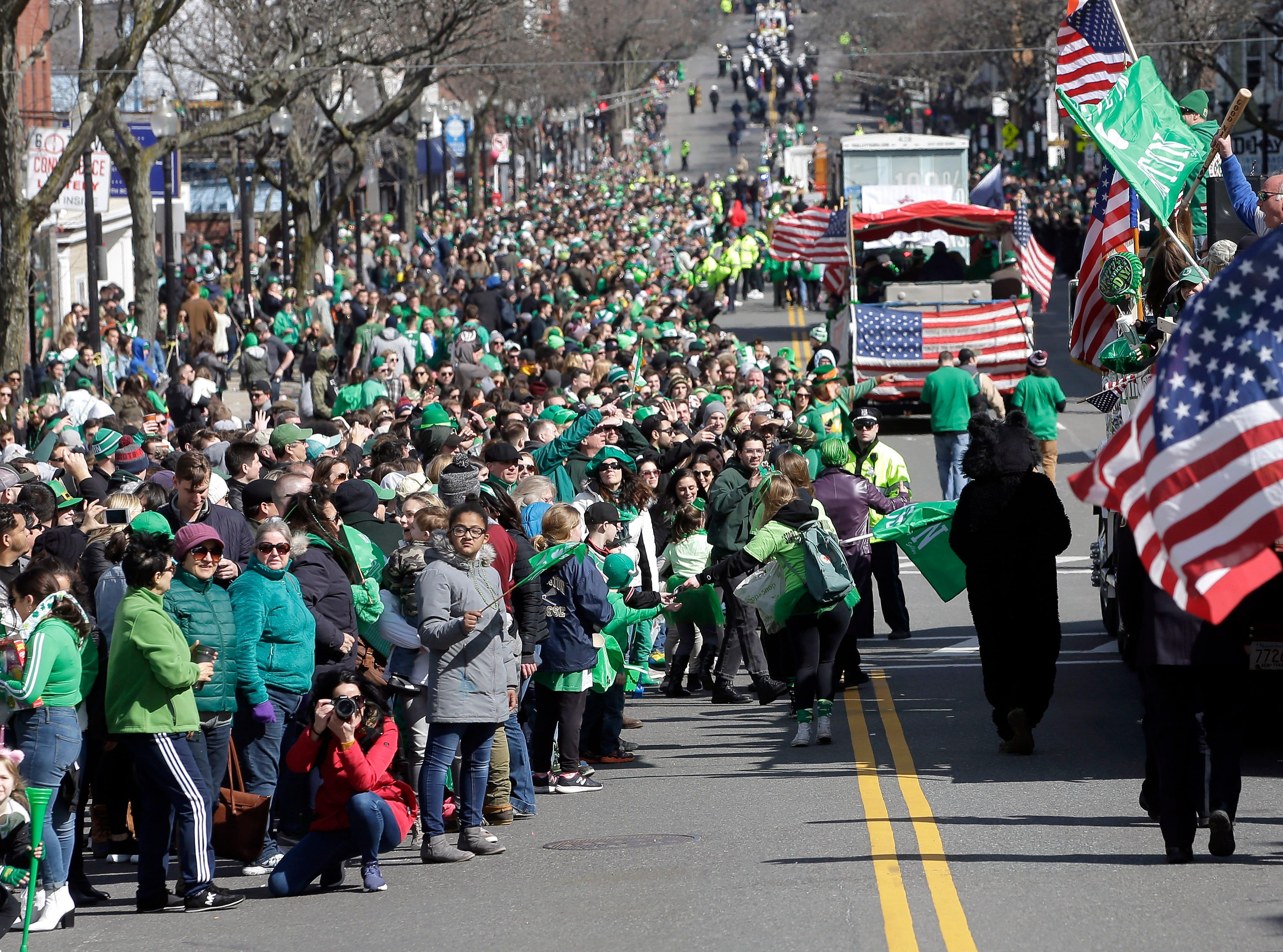 Miles de personas acuden a desfile de San Patricio en Boston