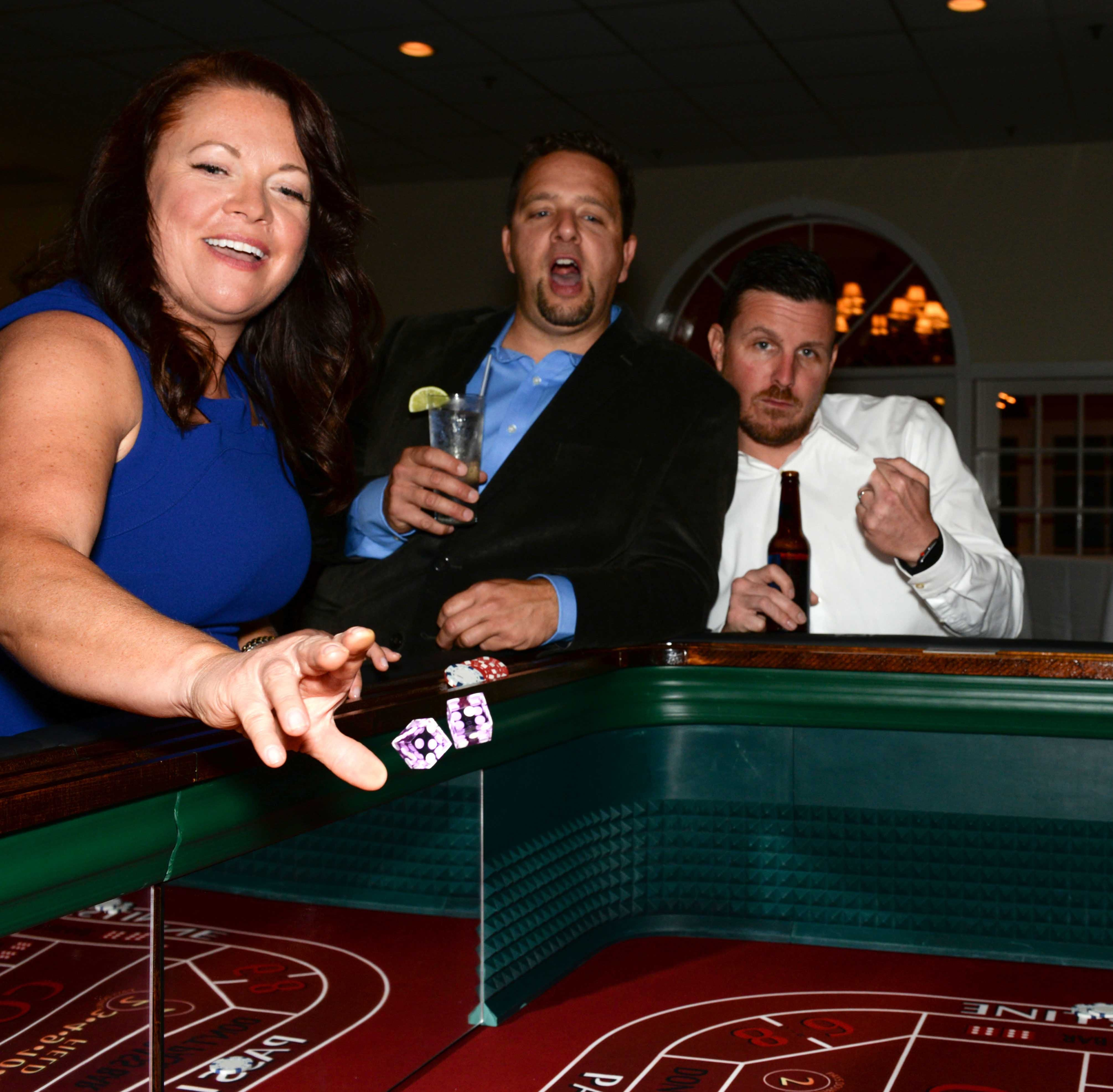 Renaissance Charter School parents, teachers gamble night away at 'Viva Las Vegas' gala