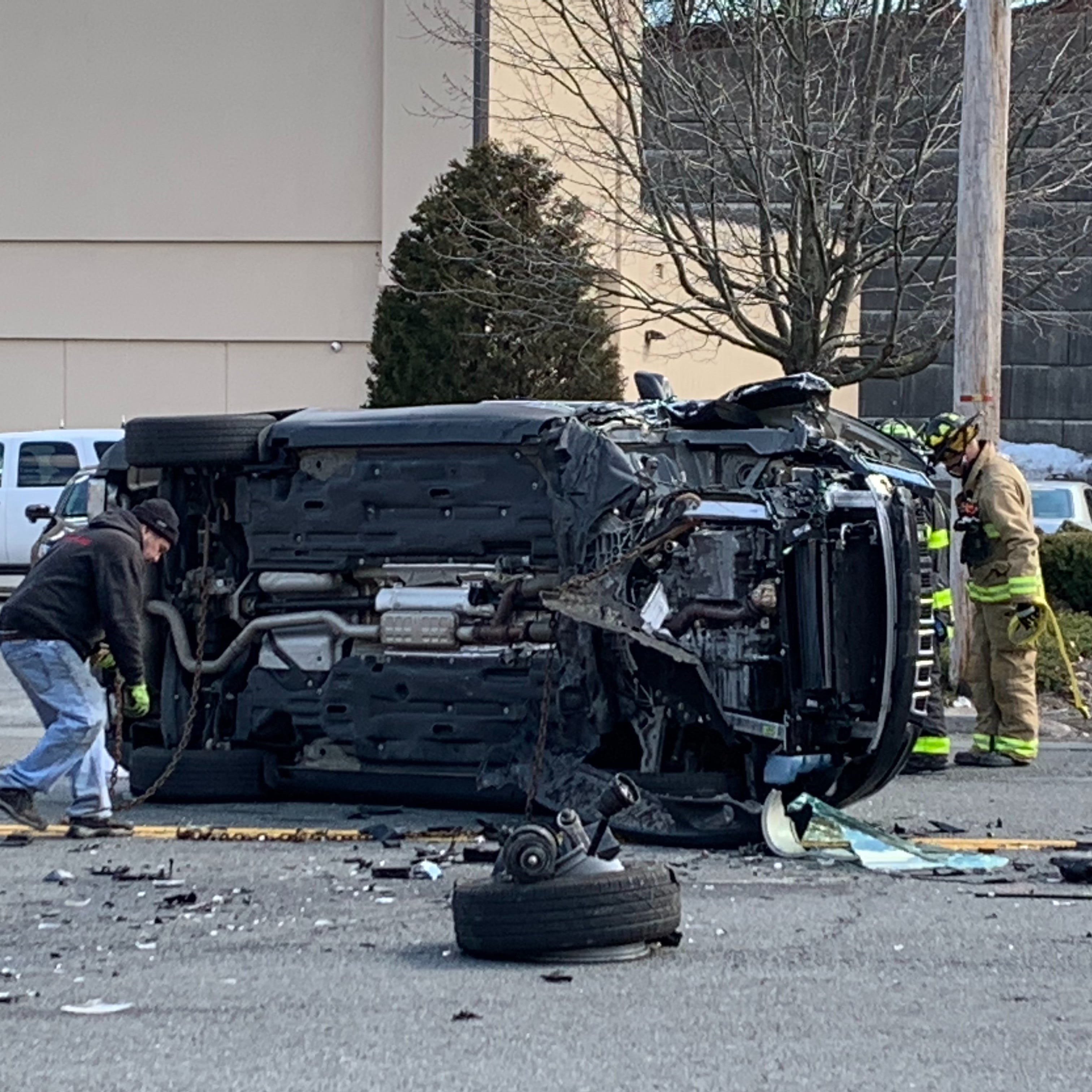 3 injured when BMW, Jeep Cherokee crash in Hartsdale