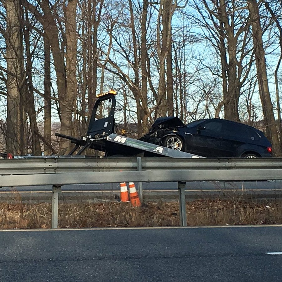 Traffic: 4-vehicle crash jams southbound I-684