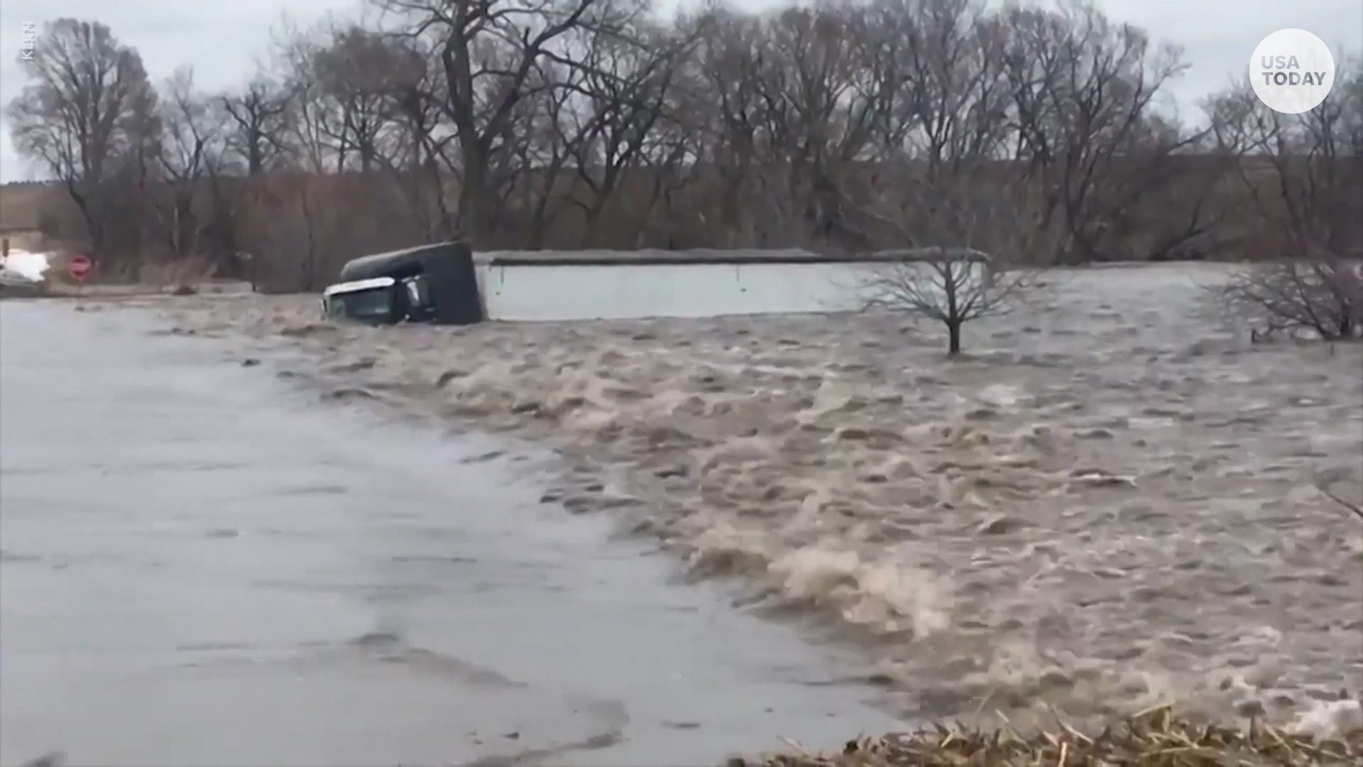 Thousands flee, few dead after historic midwest flooding