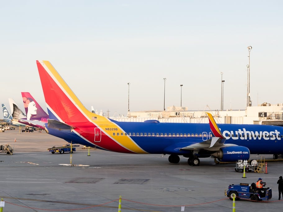 The airplane that was used for Southwest Airlines' inaugural flight to Hawaii from Oakland International Airport was a Boeing 737-800.
