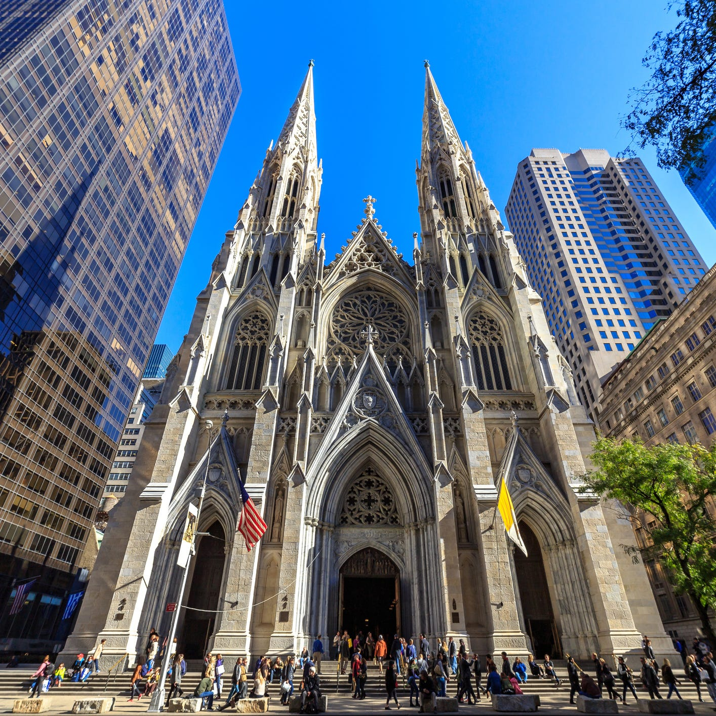 New Jersey man tries to bring gas cans into St. Patrick's Cathedral in NY, police say