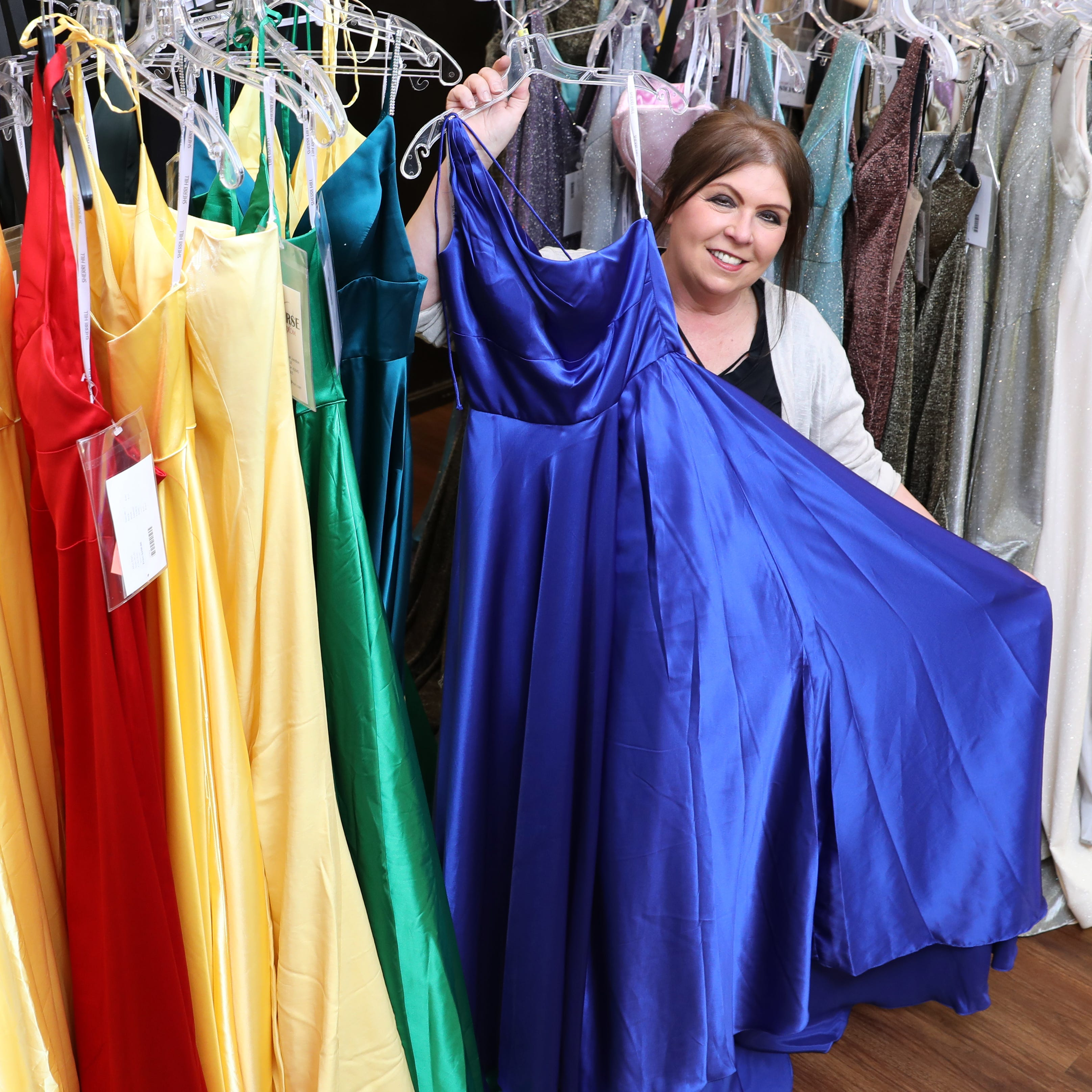 8 gowns have blossomed into a universal shop