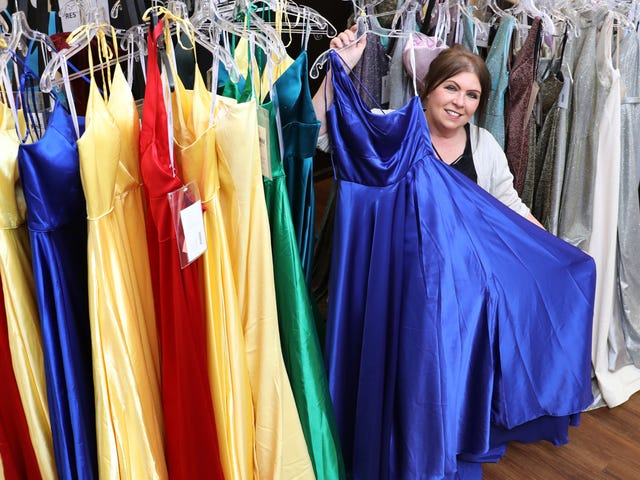 110be35cc3 8 gowns have blossomed into a universal shop