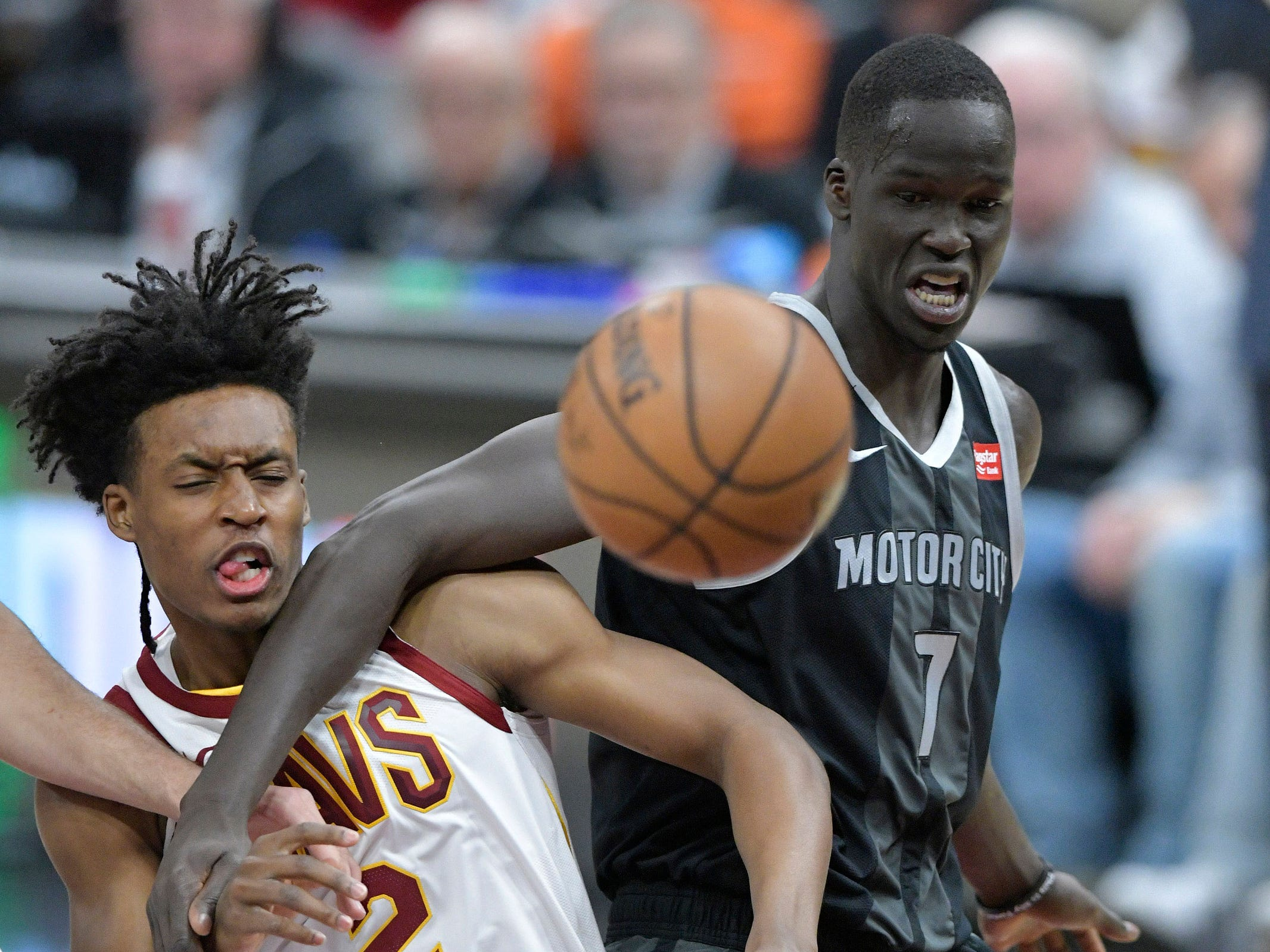 Cleveland Cavaliers guard Collin Sexton and Detroit Pistons forward Thon Maker go for a loose ball in the first quarter at Quicken Loans Arena, March 18, 2019.