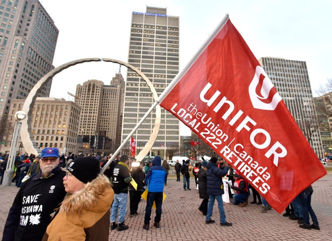 Uniifor is suspending its media campaign against GM after talks between the two parties appear to progress toward a future for GM's Oshawa Assembly Plant. Workers from the plant rallied in January in Detroit's Hart Plaza.