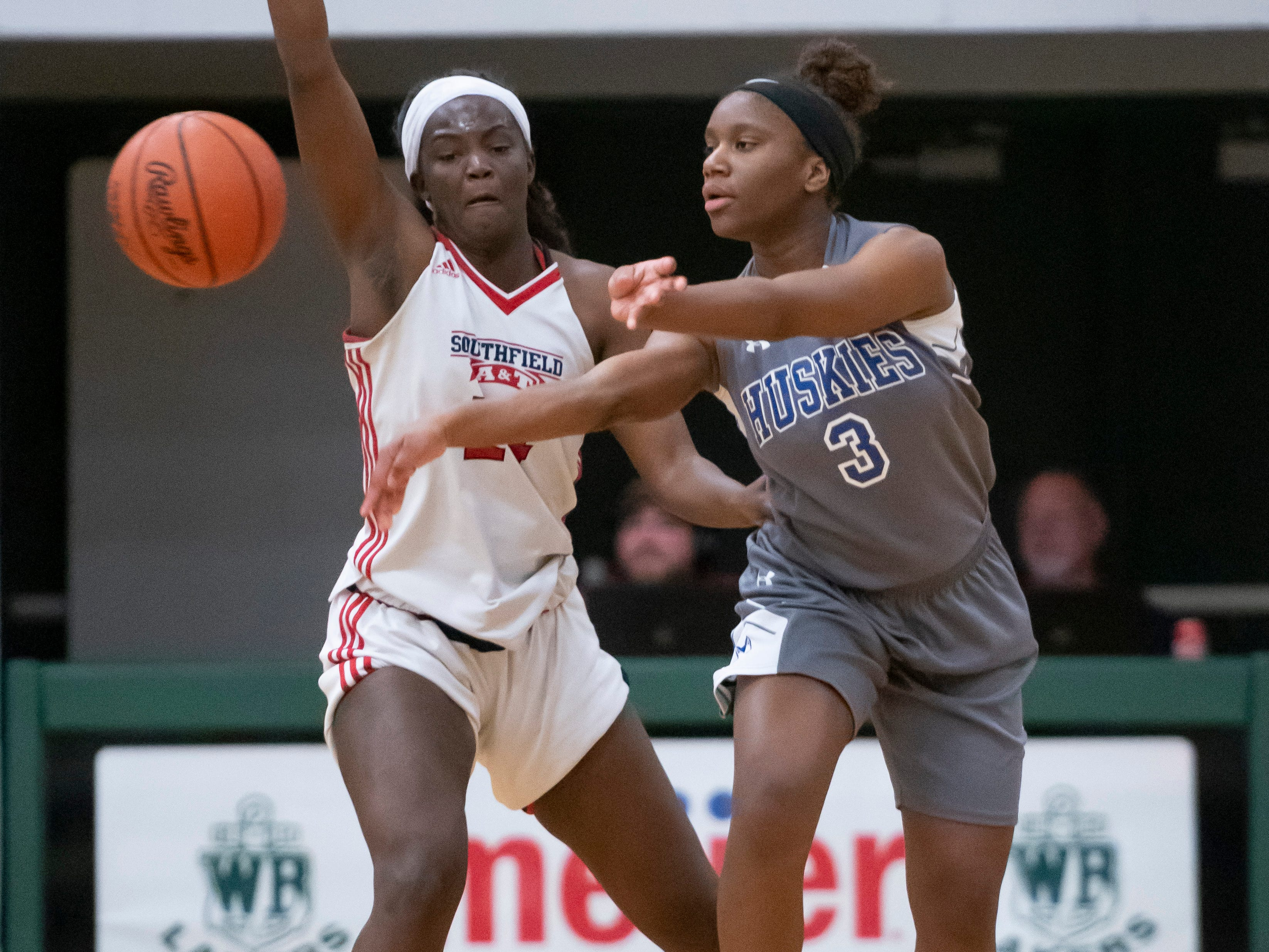Lakeview guard Ri'Shynah Lewis, right, passes the ball away from Southfield A&T forward Alexis Johnson in the first half.