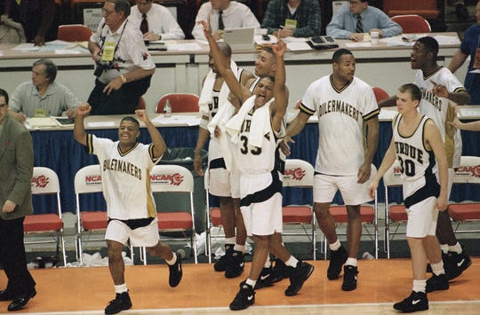 Members of the Purdue Boilermakers, including Justin Jennings (33) and Linc Darner (30), celebrate their 83-78 win over Kansas on Thursday, March 24, 1994, in the NCAA Southeast Regional semifinals in Knoxville, Tenn.