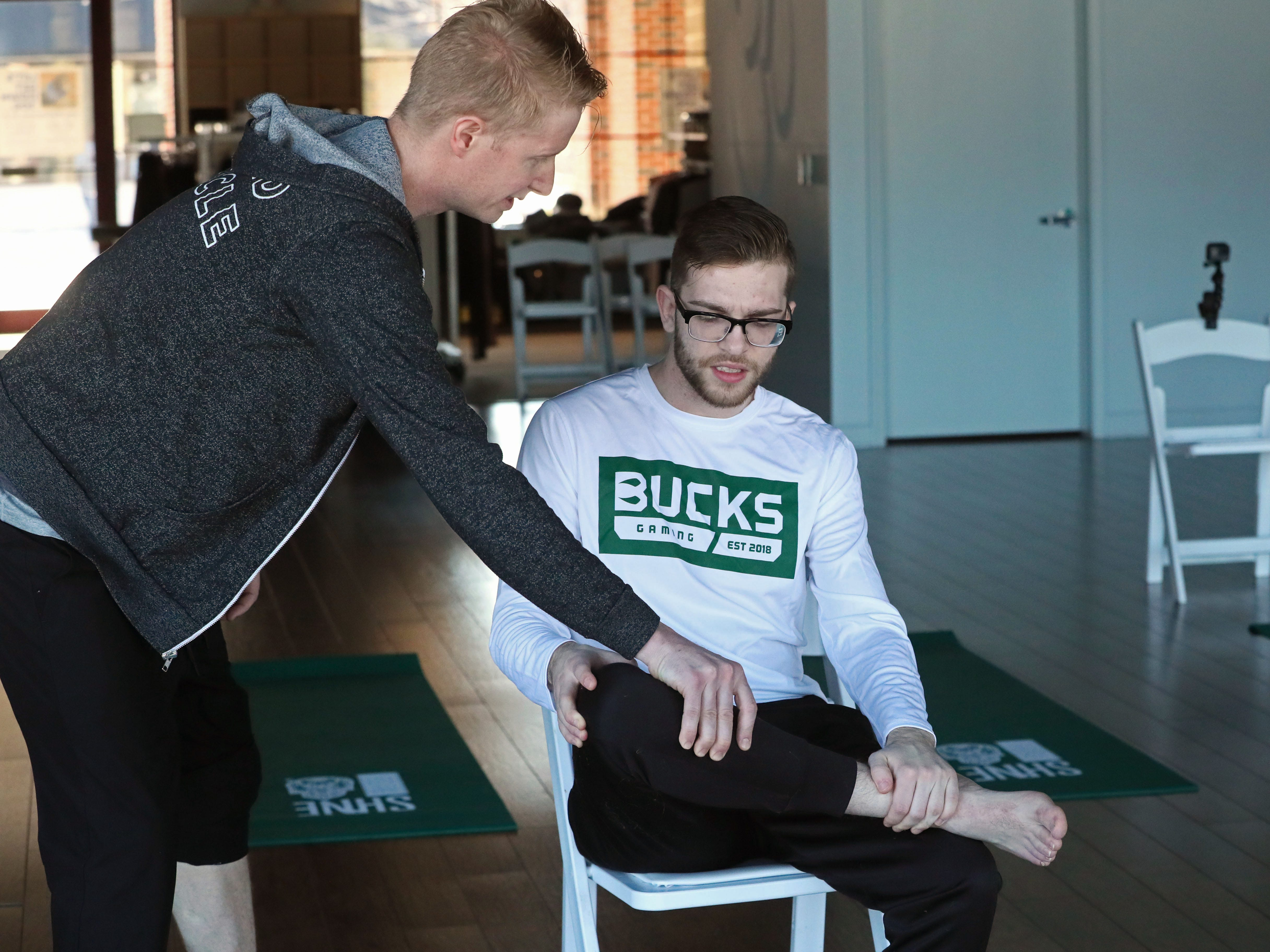 Greg Cartwright helps Bucks Gaming team member Stephen Lay.