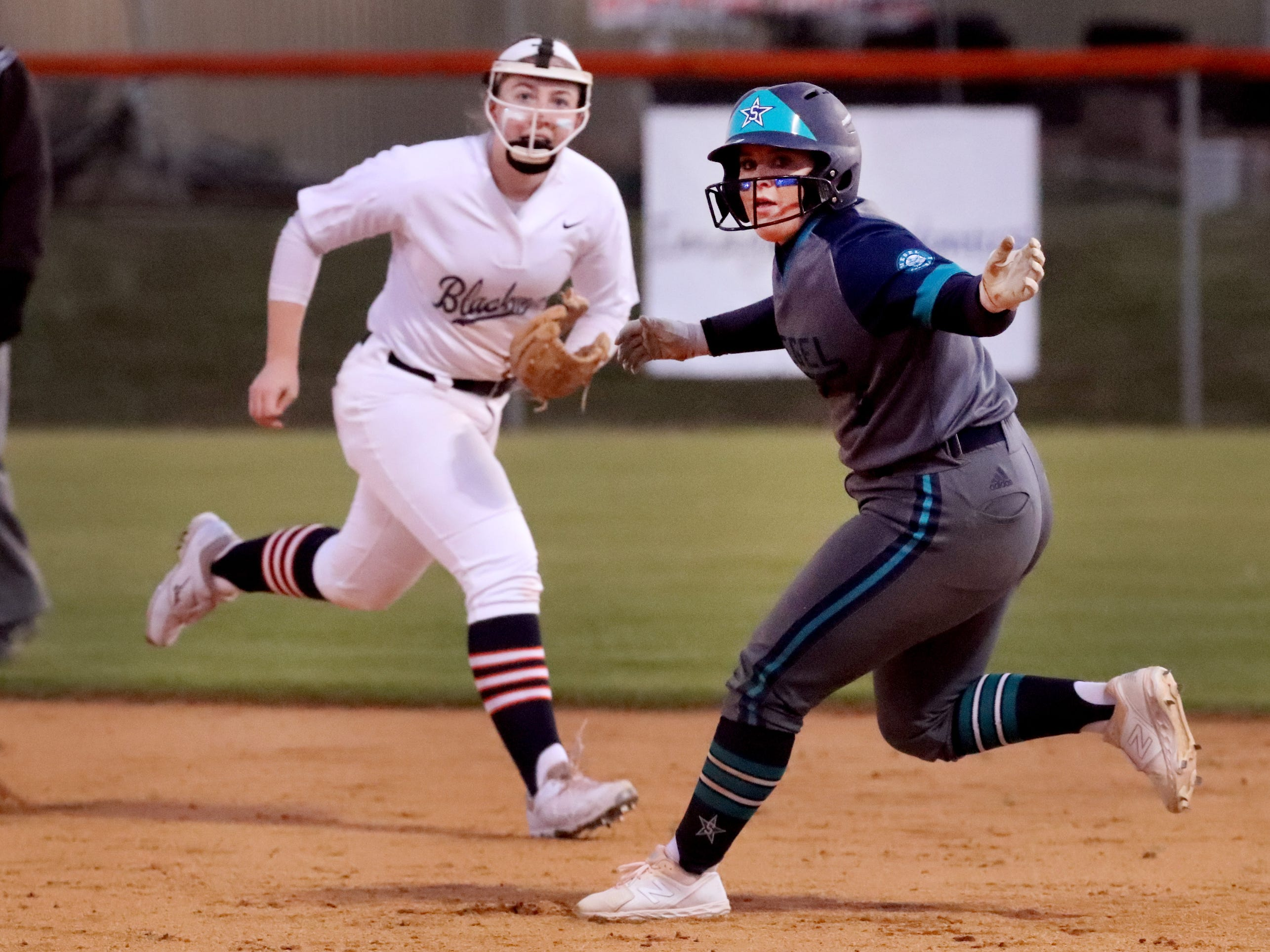 Siegel's Abby Parker (9) takes a lead off first base as Blackman's Elaina McGill (16) watches from behind her, on Monday, March 18, 2019, at Blackman.