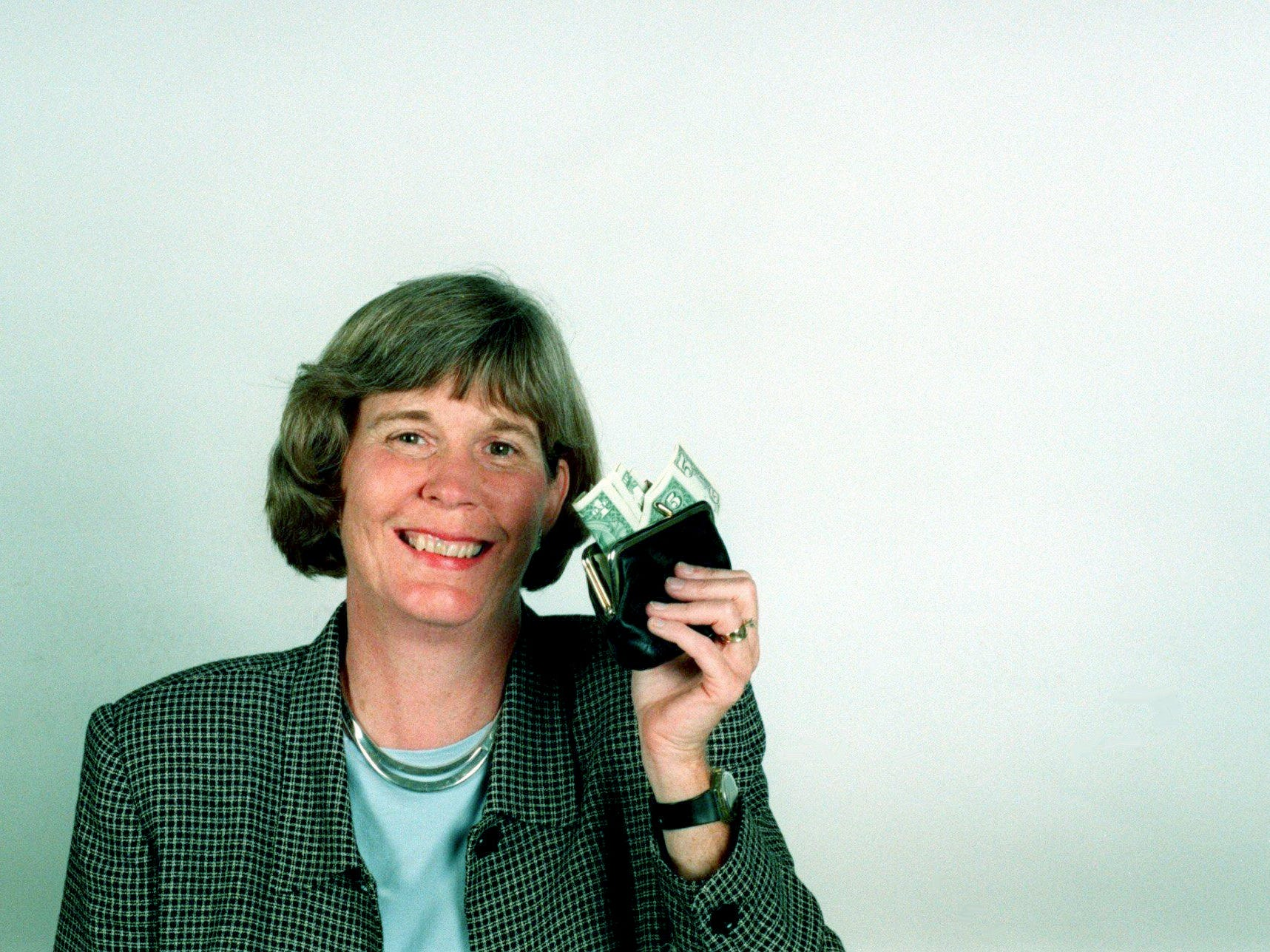 Mary Hance poses in the studio May 6, 1998, for her new Ms. Cheap column photo that will run in The Tennessean, where she moved to after the closing of the Nashville Banner.