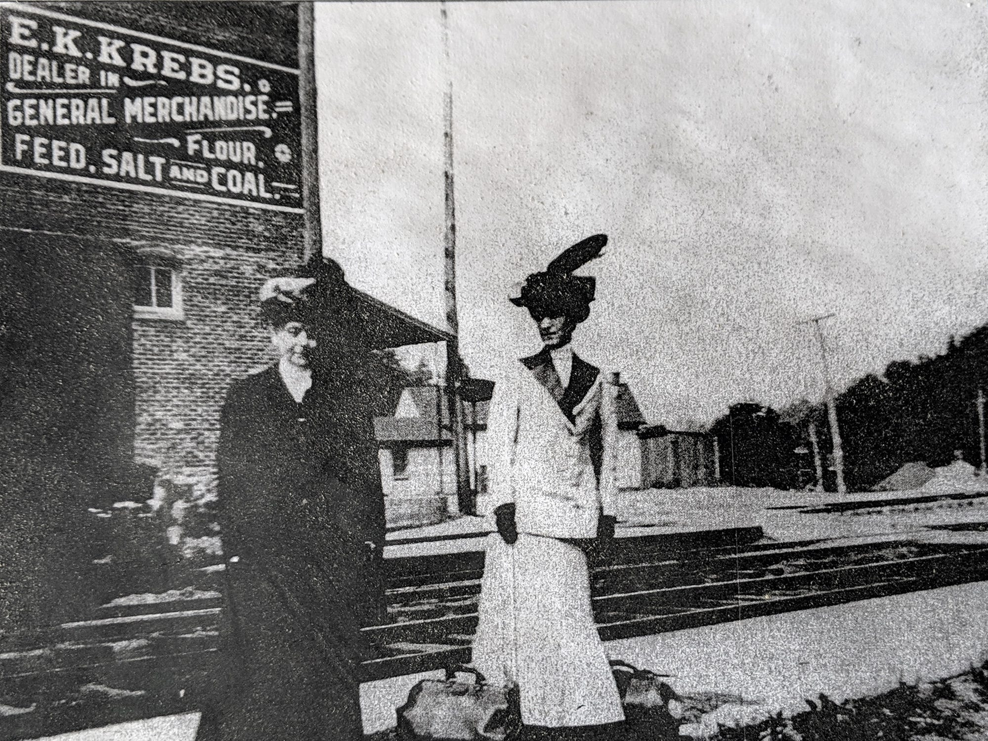 Two ladies stand in front of the Seitzland store. David Keller used this picture to recreate the painted sign on the side of the building.