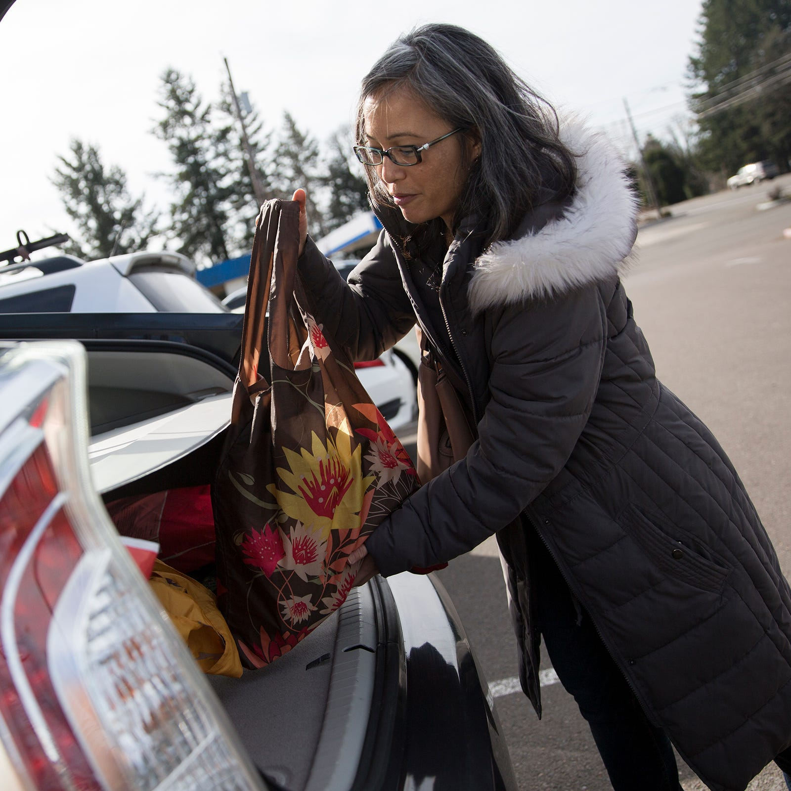 Say hello to reusable bags: Large Salem retailers to scrap plastic shopping bags