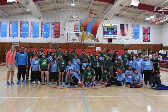 La Liga Unificada de Basquetbol empezó después de que los directores deportivos del SUHSD conocieron la forma en que otros distritos organizaron una liga de basquetbol de niños con necesidades especiales, durante una conferencia estatal.