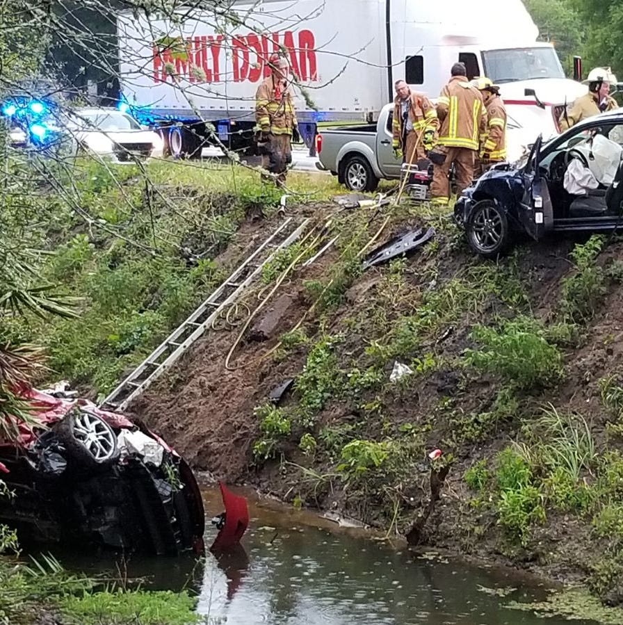 Off-duty firefighter, bystanders save driver submerged in canal after crash