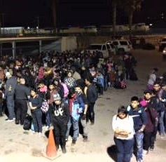 Border Patrol detains more than 400 migrants near Bowie High School, Downtown El Paso