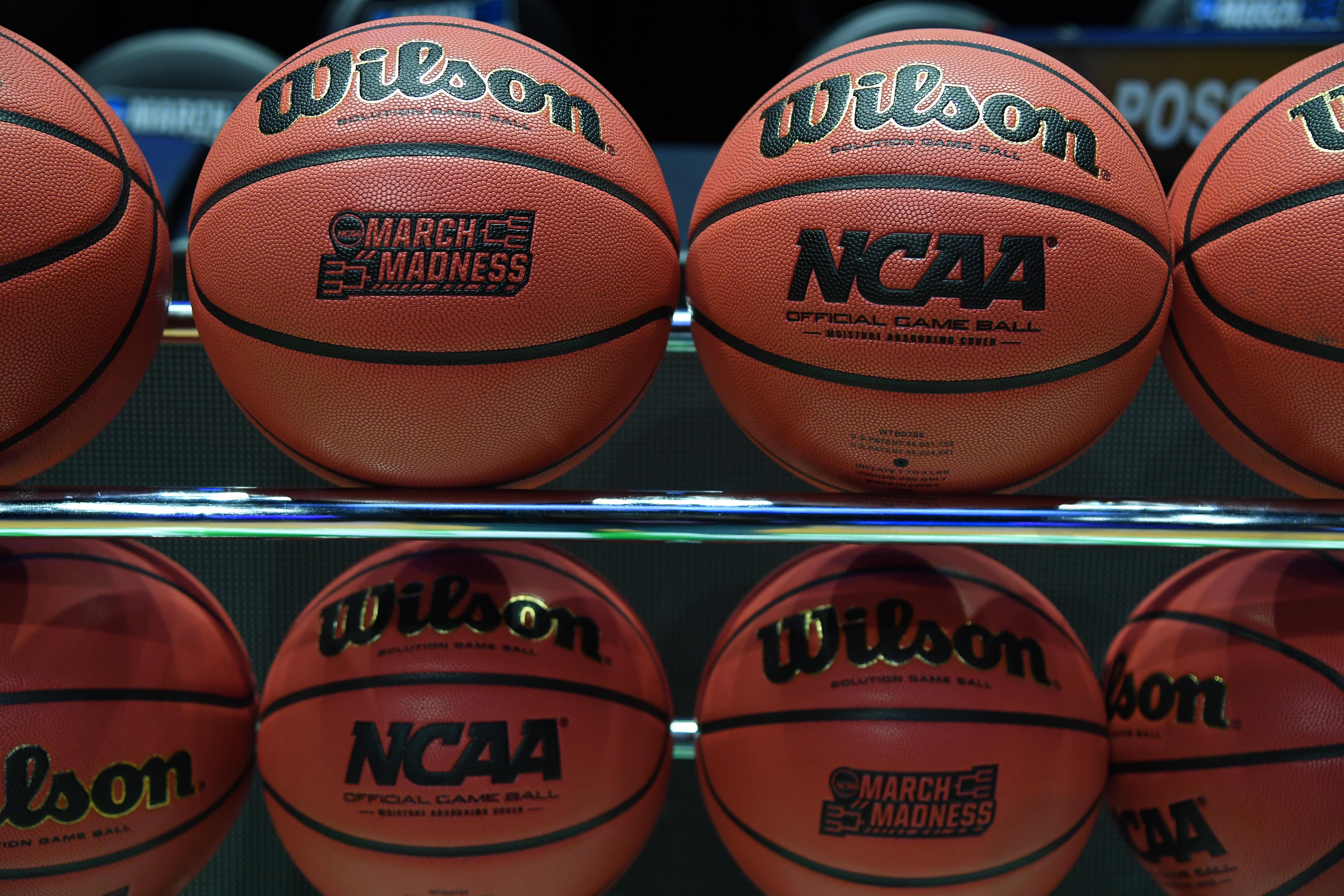 Warren Buffett offers $1 million for life for perfect Sweet 16 bracket (to employees only)