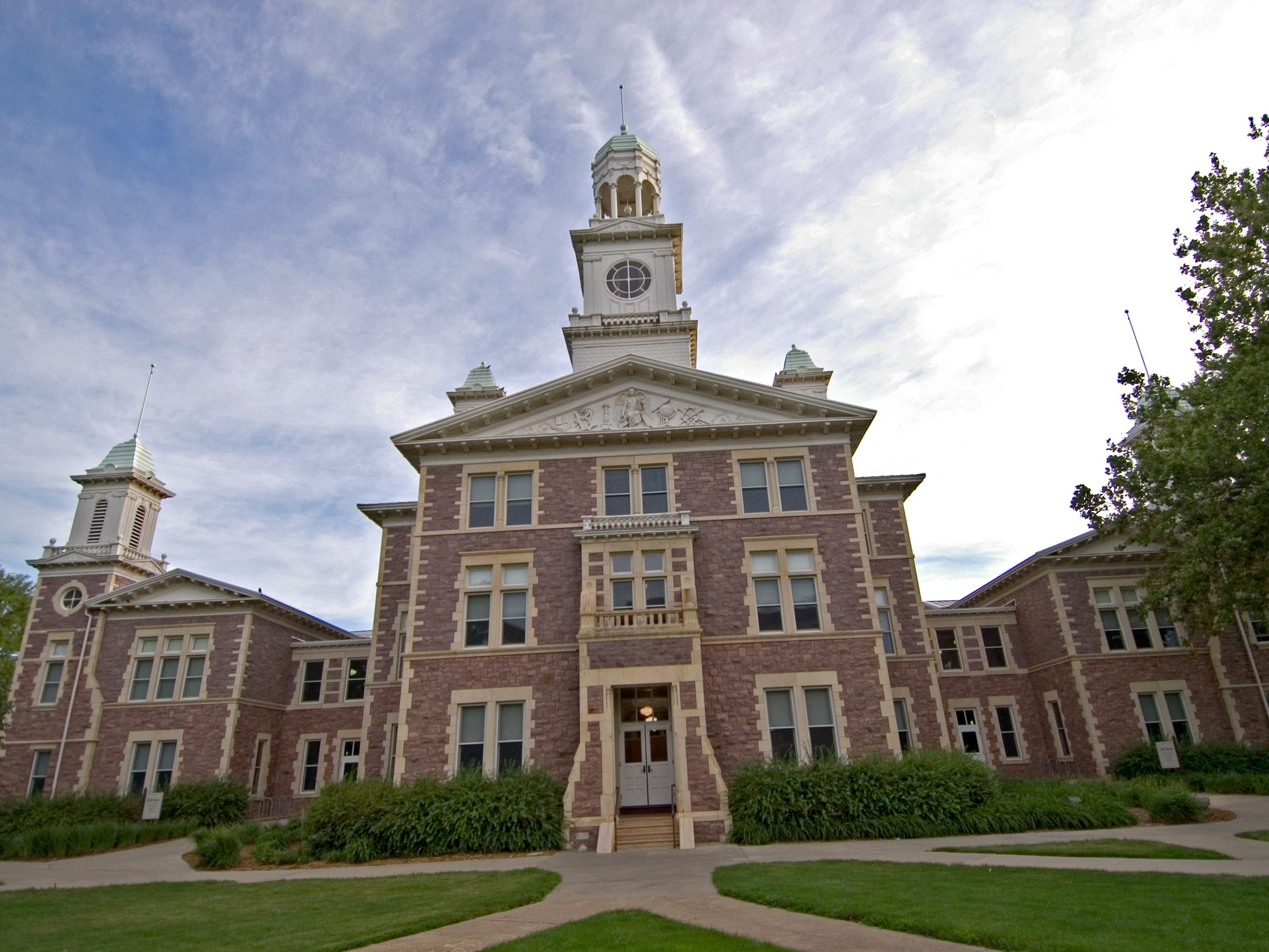 South Dakota: Old Main is the oldest building on the University of South Dakota campus in Vermillion. In addition to being on the National Register of Historic Places, the building is home to classrooms, offices and a cozy auditorium known as Farber Hall.