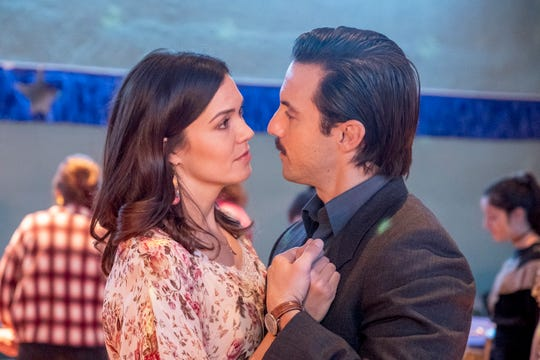 "Mandy Moore as Rebecca Pearson and Milo Ventimiglia as Jack Pearson on ""This Is Us."""