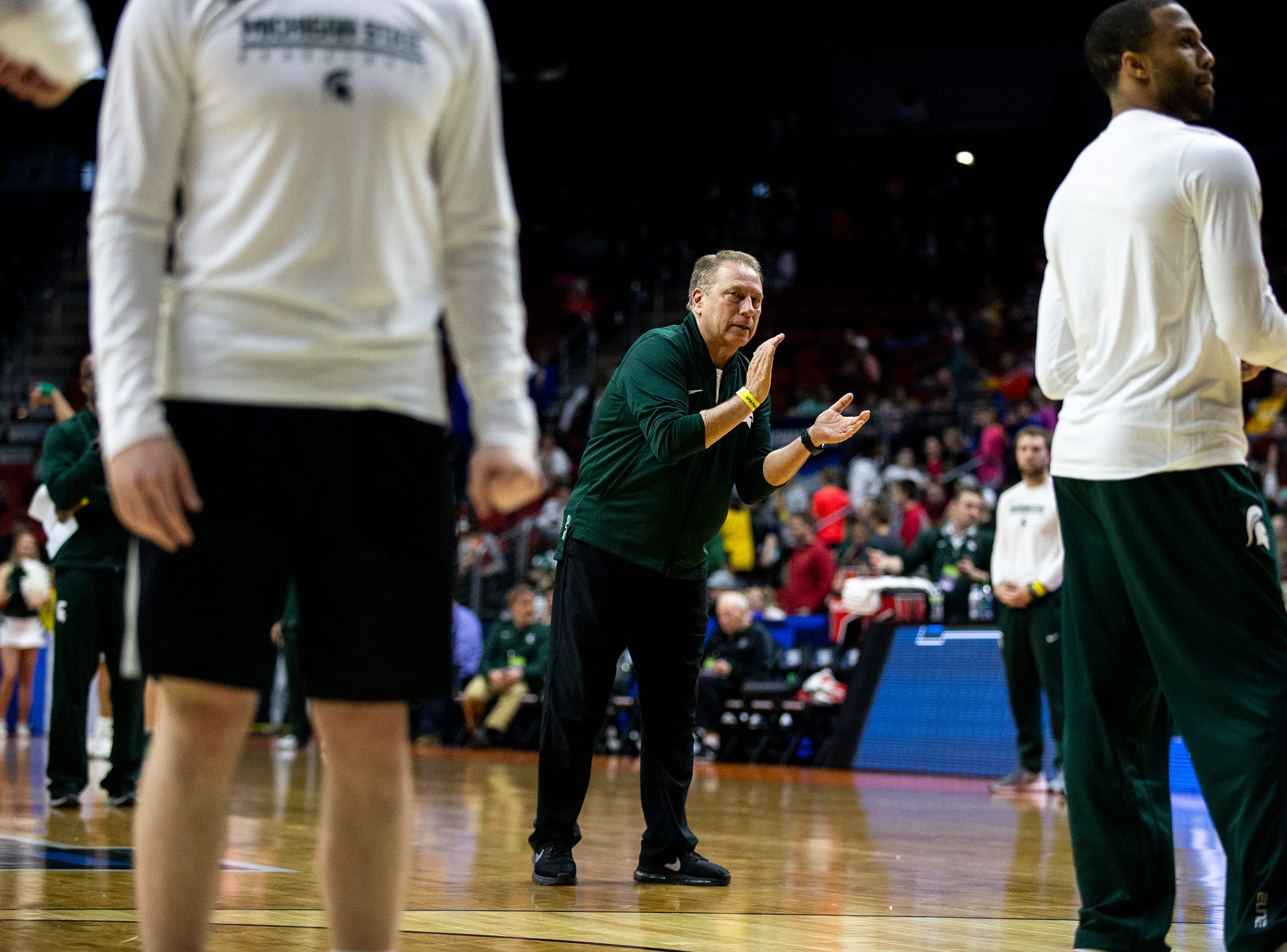 Michigan State Head Coach Tom Izzo encourages the team during Michigan State's open practice before the first round of the NCAA Men's Basketball Tournament on Wednesday, March 20, 2019, at Wells Fargo Arena in Des Moines, Iowa.