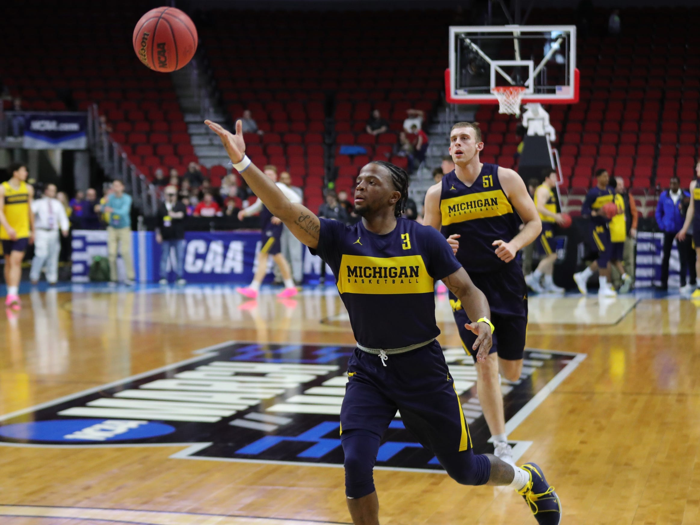 Michigan guard Zavier Simpson passes during practice for their first round NCAA Tournament game against Montana Wednesday, March 20, 2019 at Wells Fargo Arena in Des Moines, Iowa.
