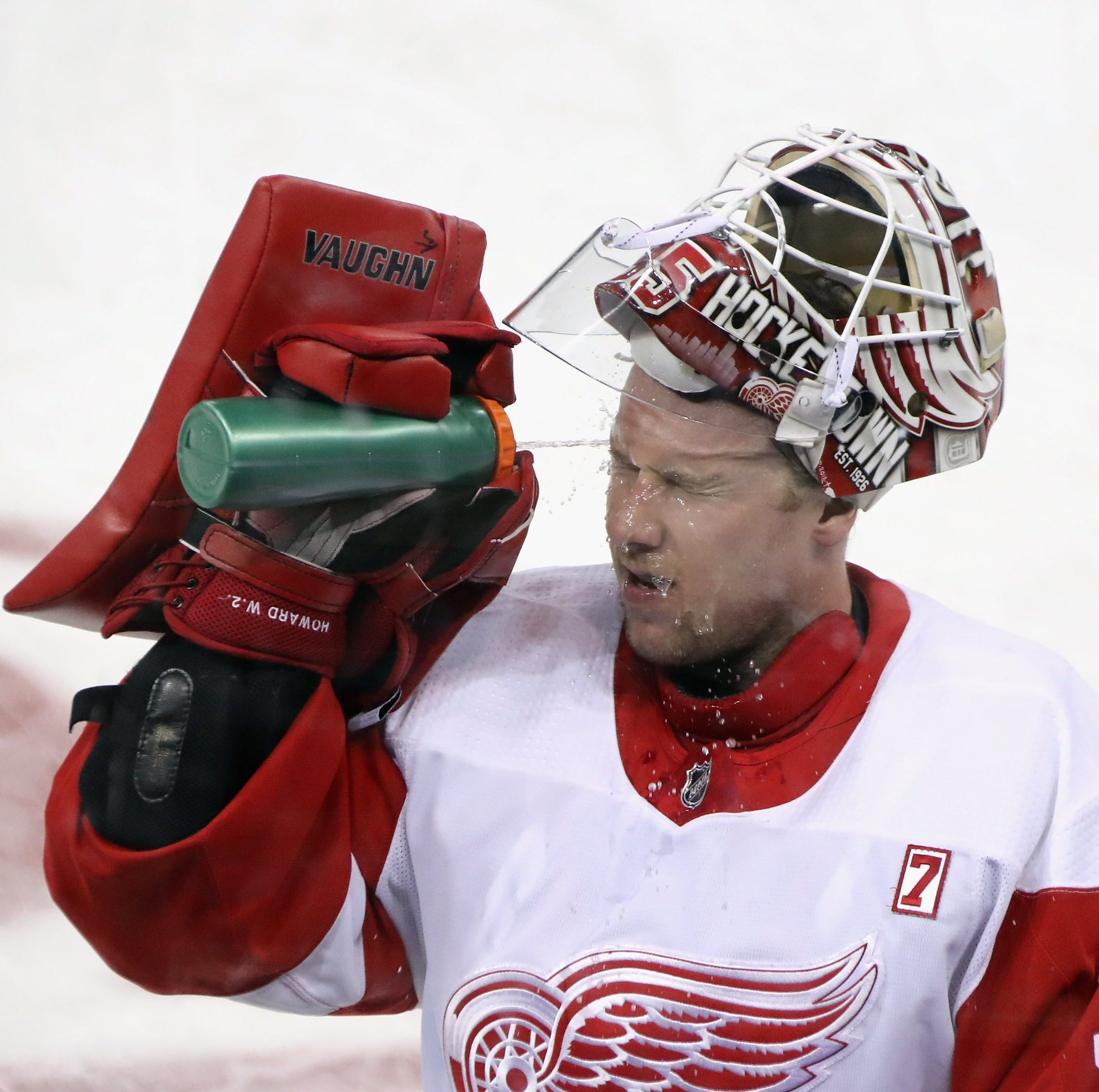 Detroit Red Wings extend Jimmy Howard, hope to pay him playoff bonus