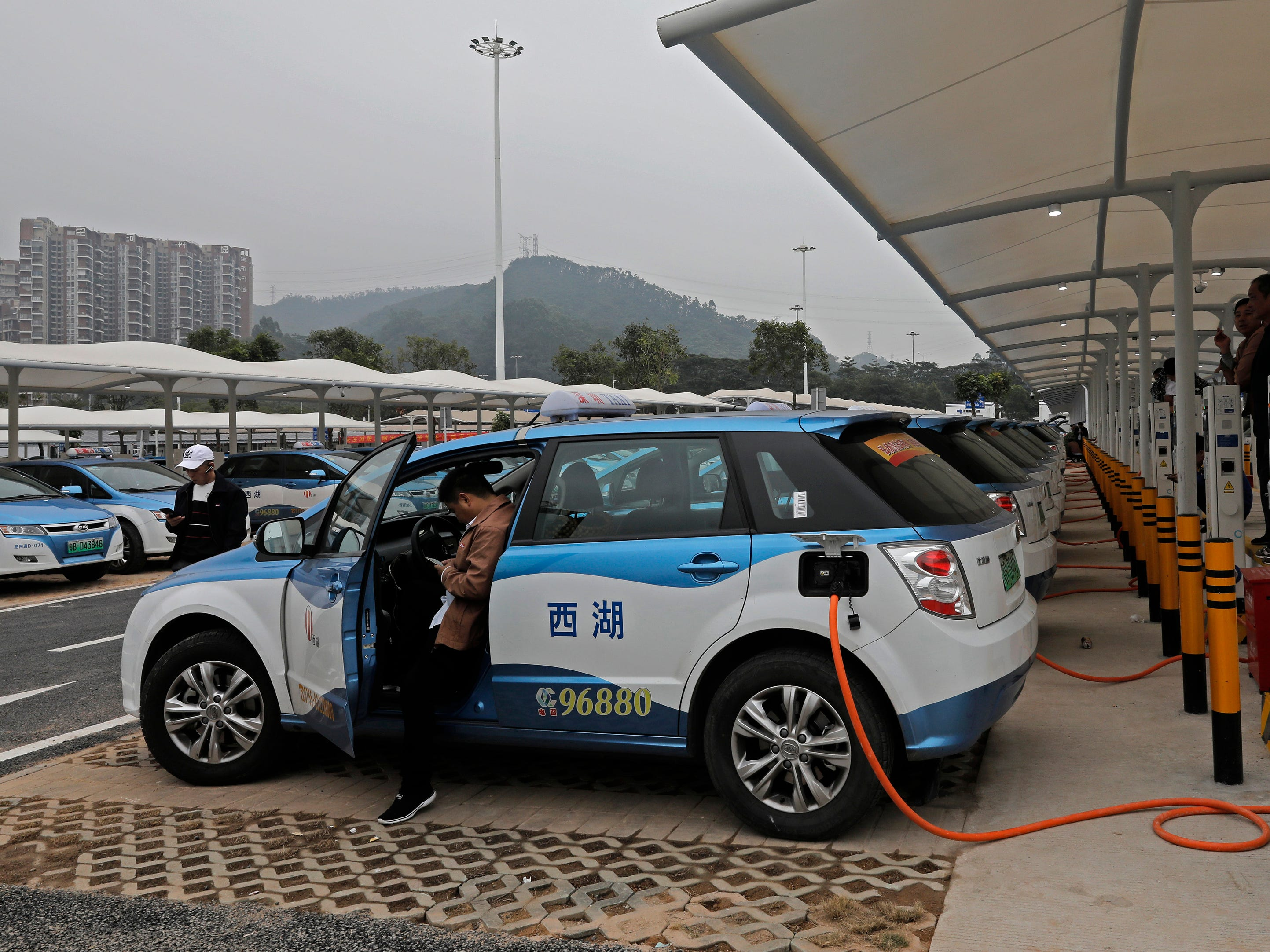 China threatens to sideline U.S. automakers in booming EV tech