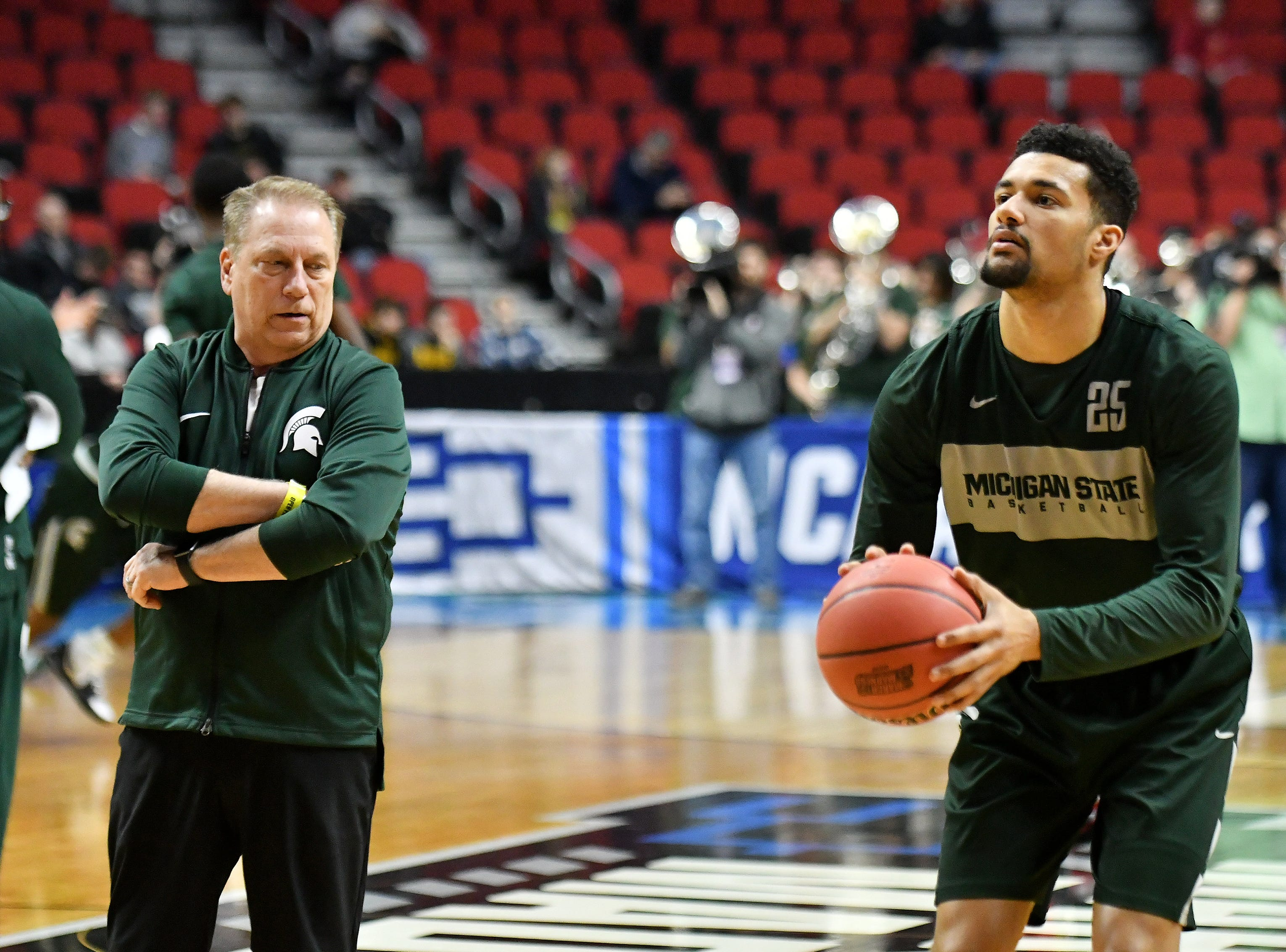 Michigan State head coach Tom Izzo watches forward Kenny Goins take a shot.