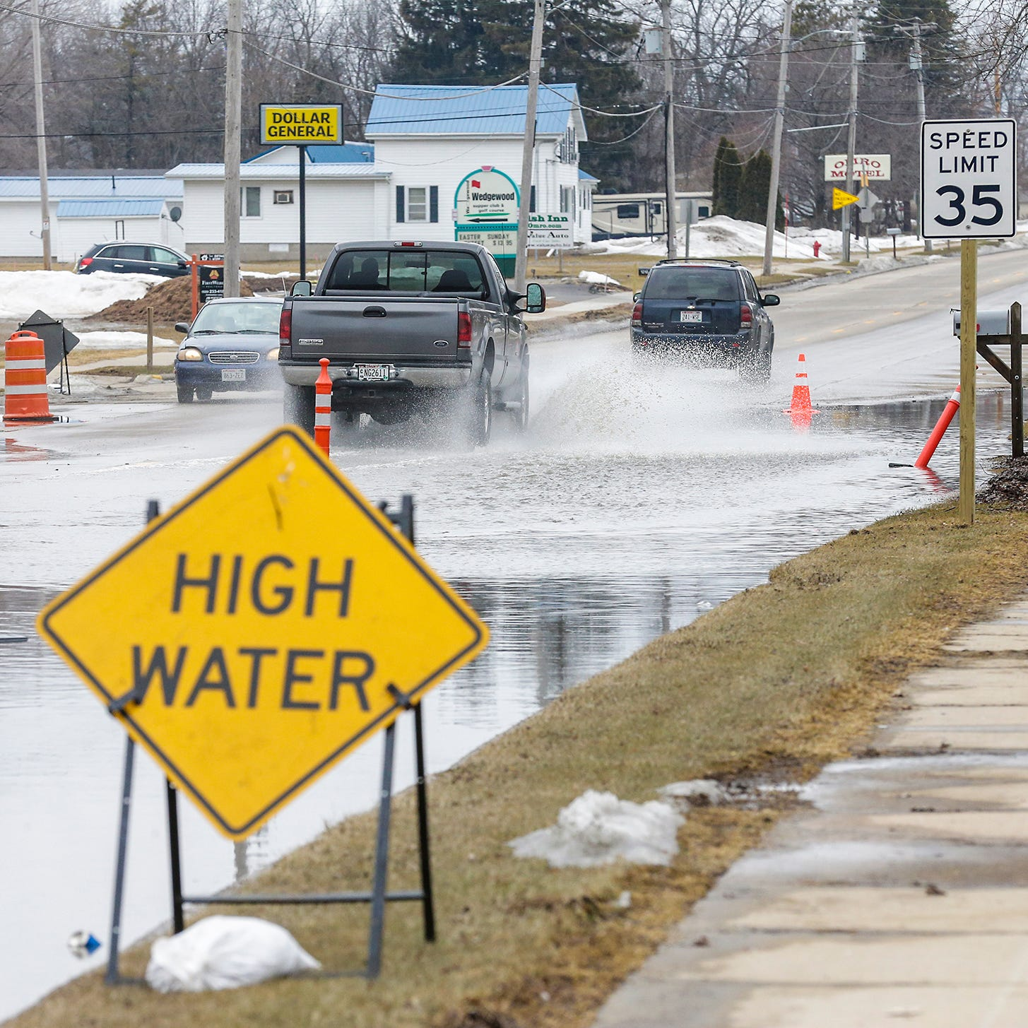 Fox River flooding in Omro forces State 21 detour; flood warning in effect