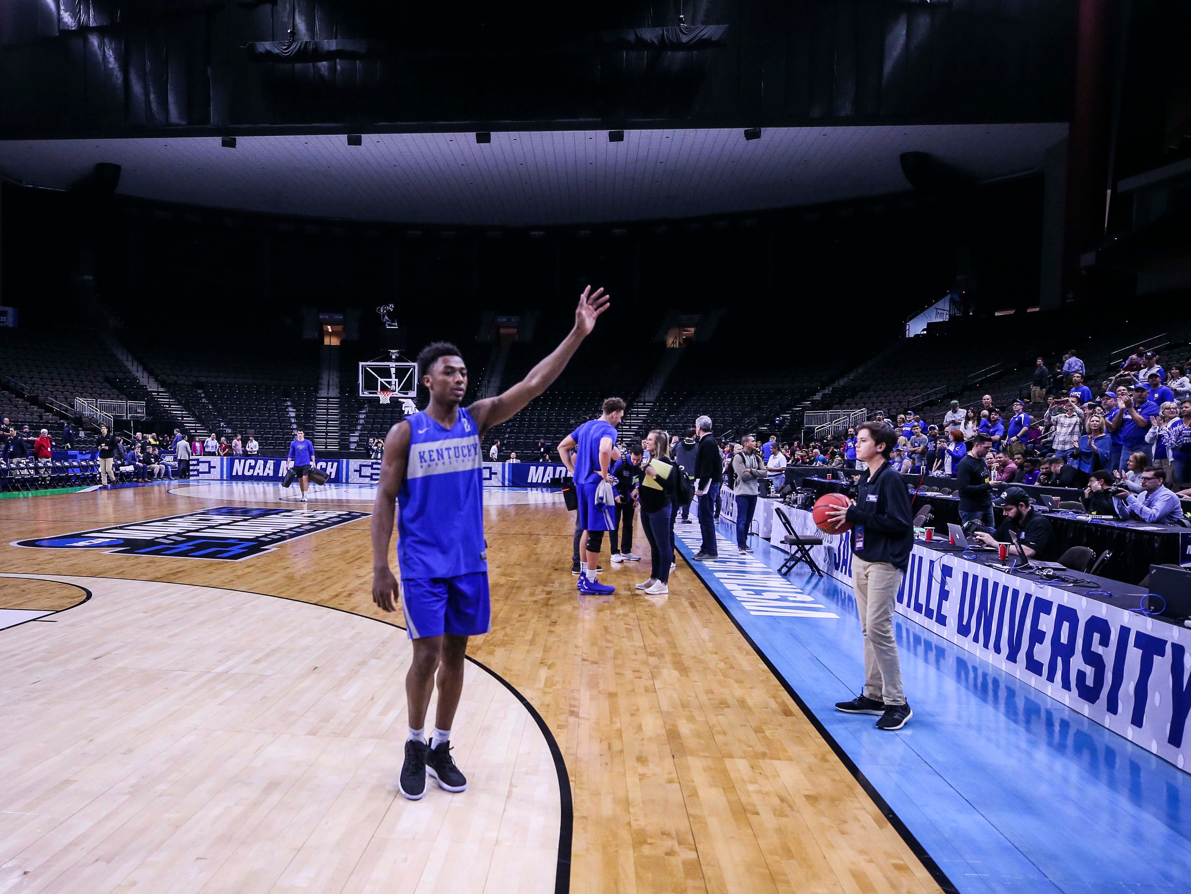 Kentucky's Ashton Hagans waves to the fans after the Wildcats' practice ended Wednesday afternoon in Jacksonville. March 20, 2019
