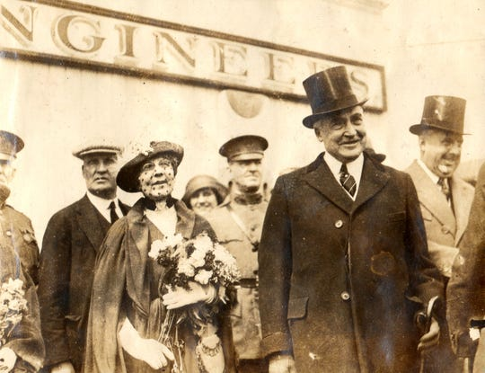 President Warren G. Harding and First Lady Florence Harding at the celebration of U.S. Grant's 100th birthday in 1922.