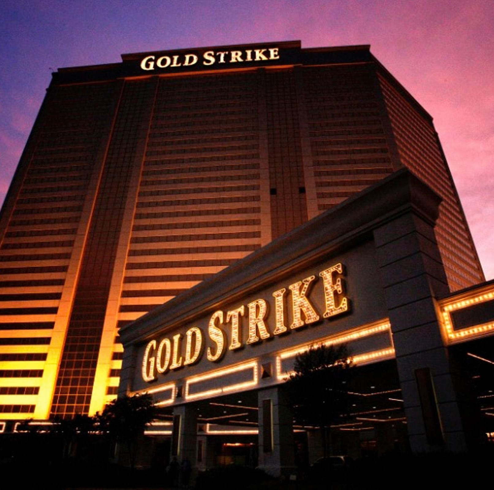 Evanoff: Gold Strike casino's sports bar will contain 50 TVs, take sports bets from diners
