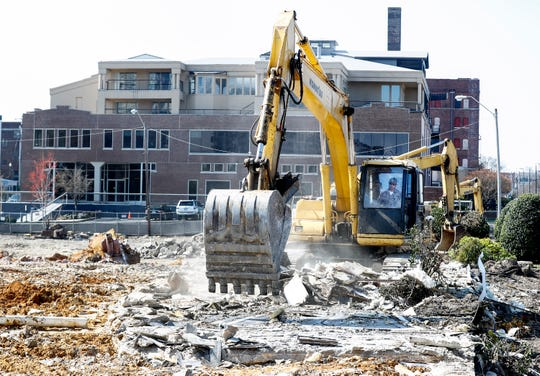One Beale construction begins in the vacant lot behind the former Ellis Machinery building.