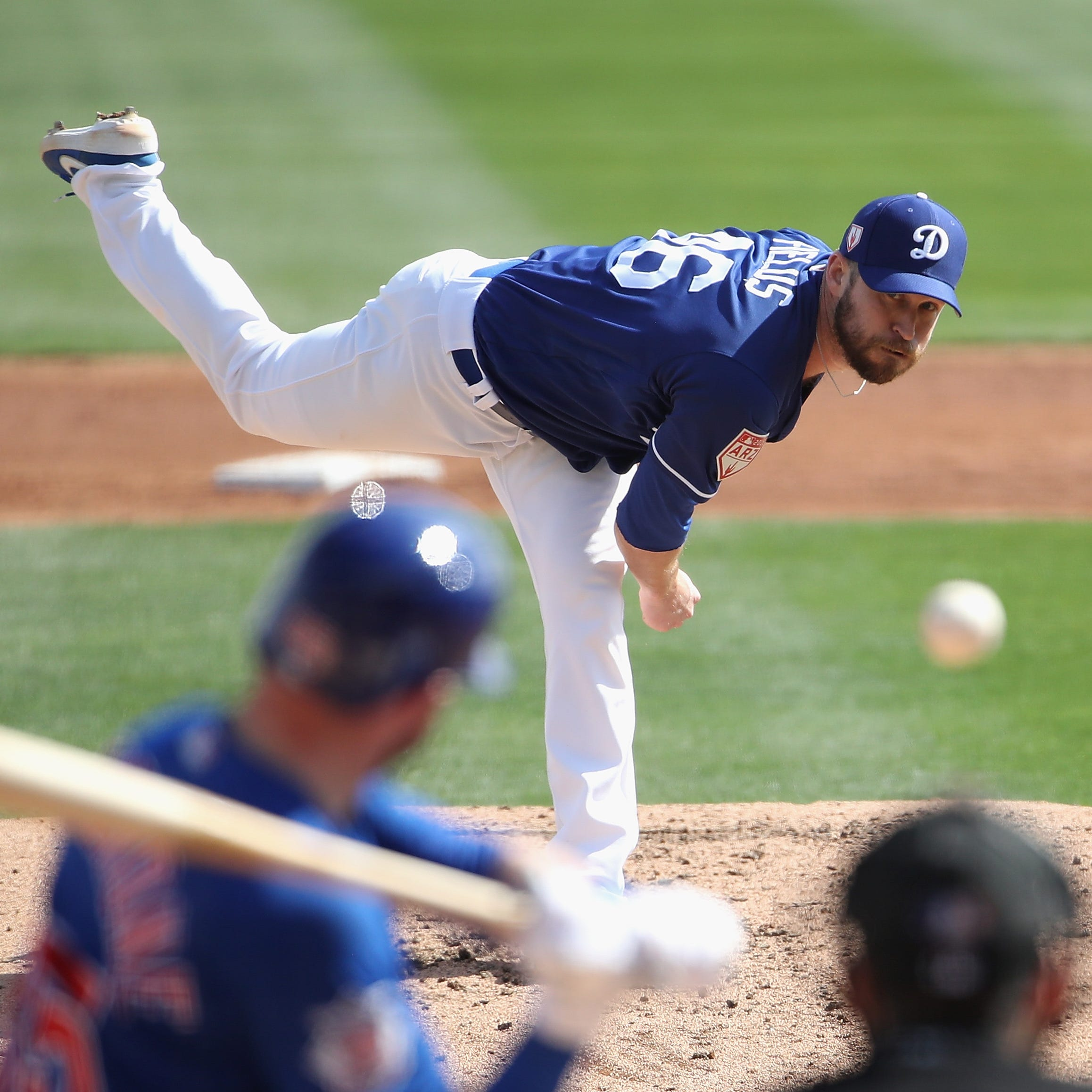 Brewers sign reliever Josh Fields, released by Dodgers, and will send him to AAA San Antonio