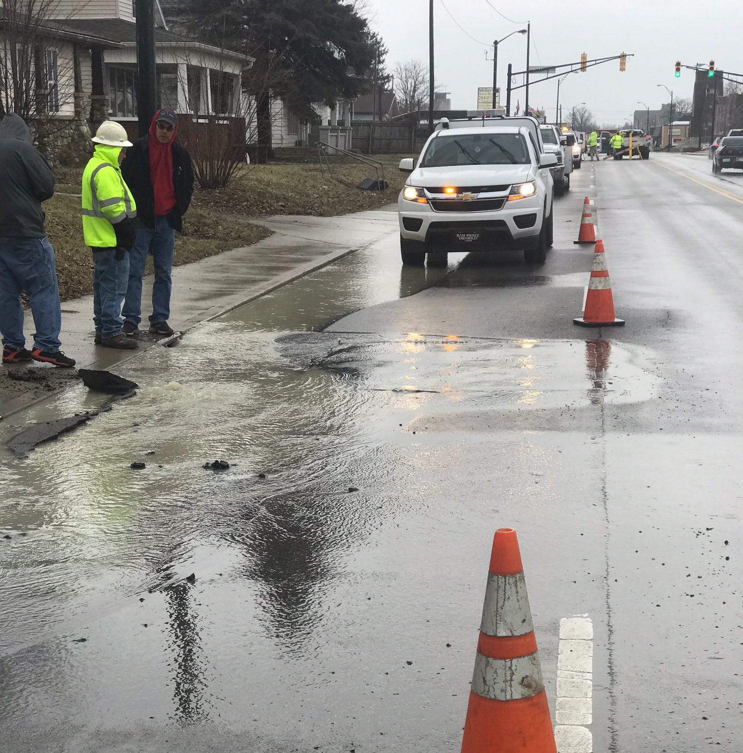Water main break closes Madison Street