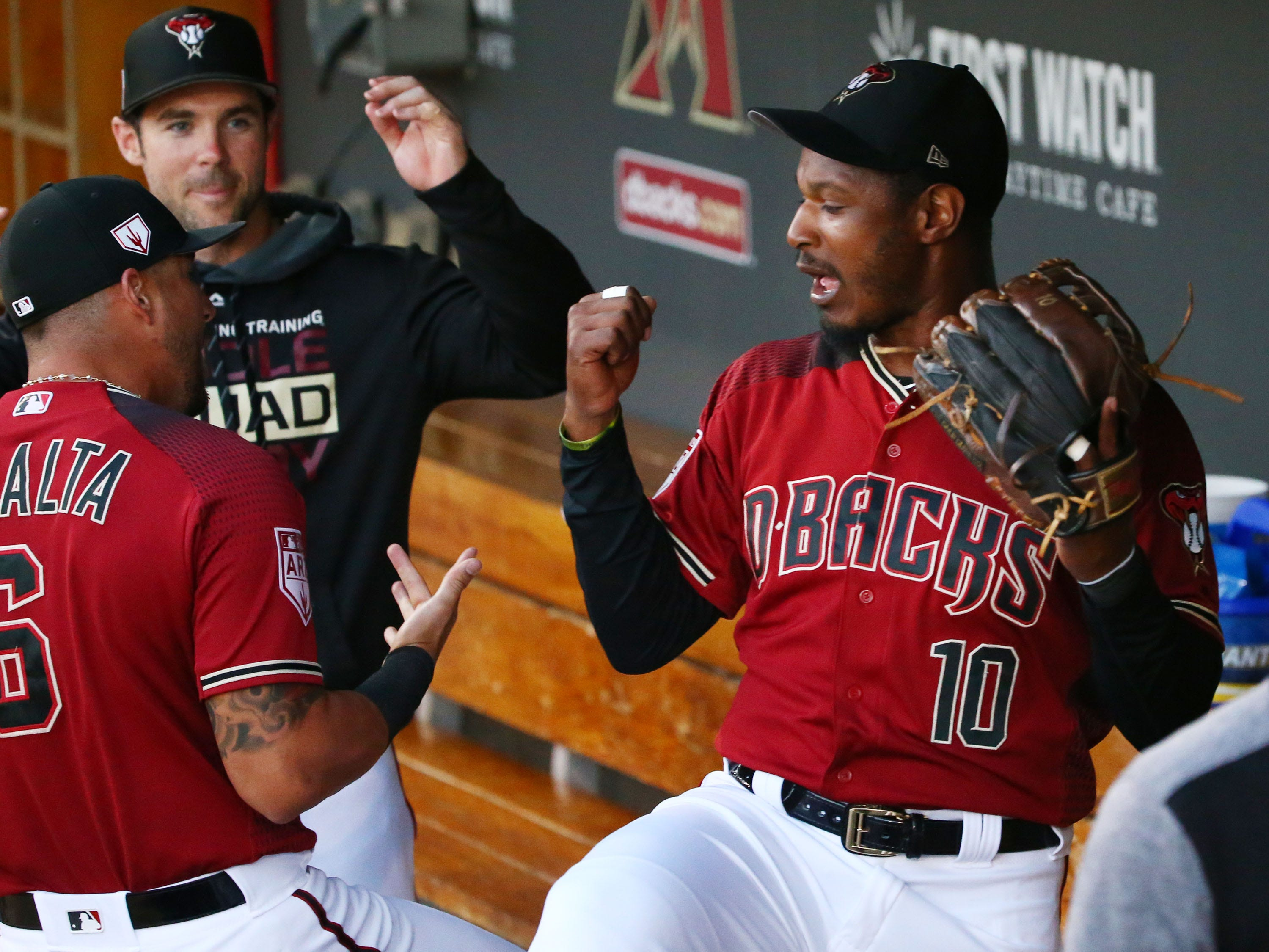 Arizona Diamondbacks center fielder Adam Jones (10) makes his debut against the San Diego Padres during a spring training game on Mar. 19, 2019 at Salt River Fields in Scottsdale, Ariz.