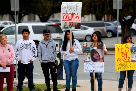 Manifestantes se dirigen hacia el ayuntamiento el 19 de marzo de 2019, para generar conciencia sobre la brutalidad policial y el fatal tiroteo donde participaron oficiales de policía de Salinas y falleció Brenda Mendoza, de 20 años, el 1 de marzo.