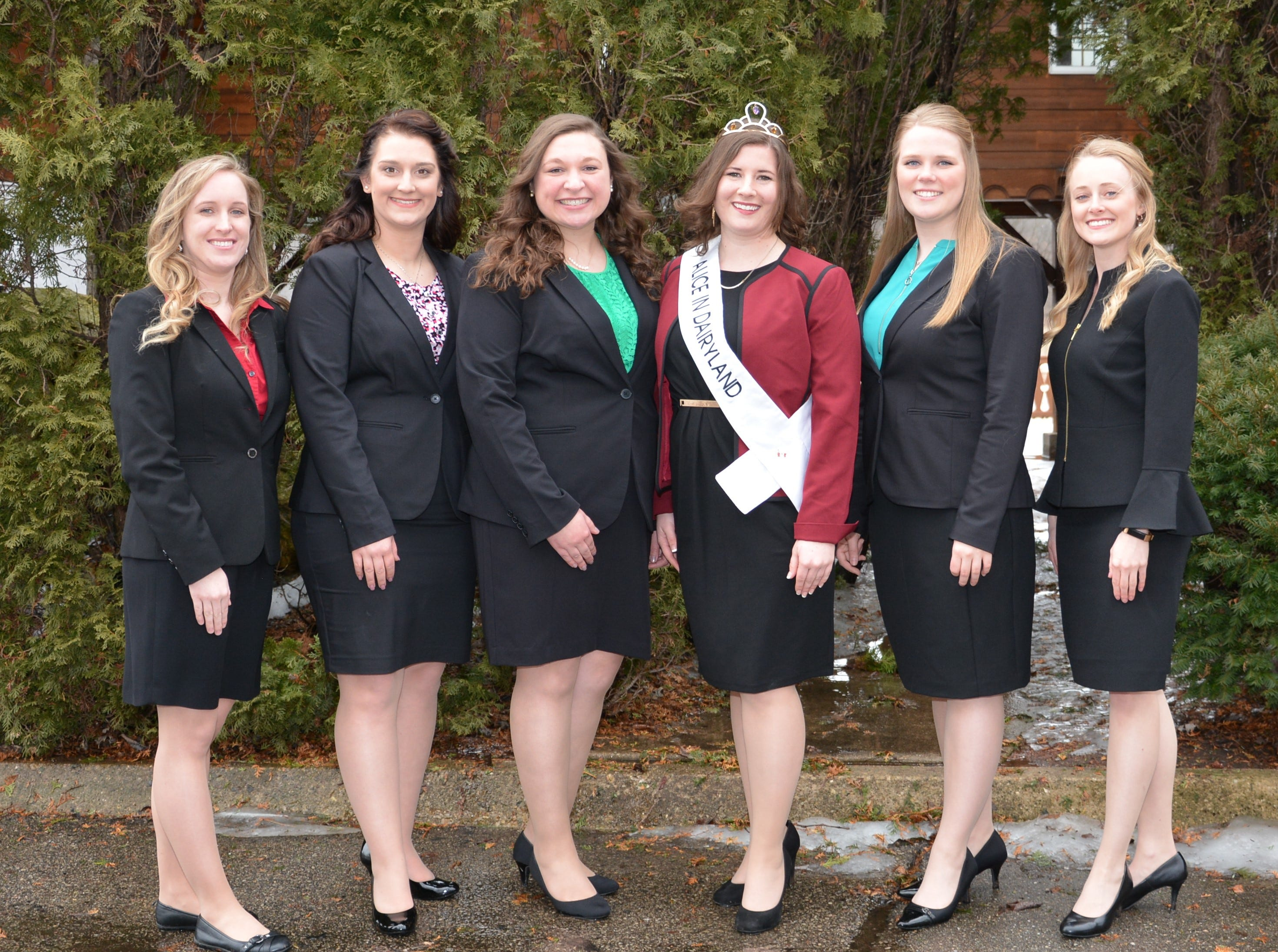Reigning Alice in Dairyland Kaitlyn Riley is joined by candidates vying for the title of the 72nd popular ag ambassador (from left) Sarah Achenbach, Cassandra Krull, Tess Zettle, Abigail Martin and Mariah Martin.