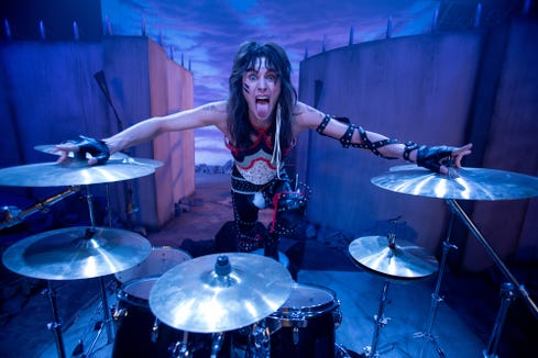 Tommy Lee (Colson Baker) lives a wild daily life on the road as the drummer of Motley Crue.