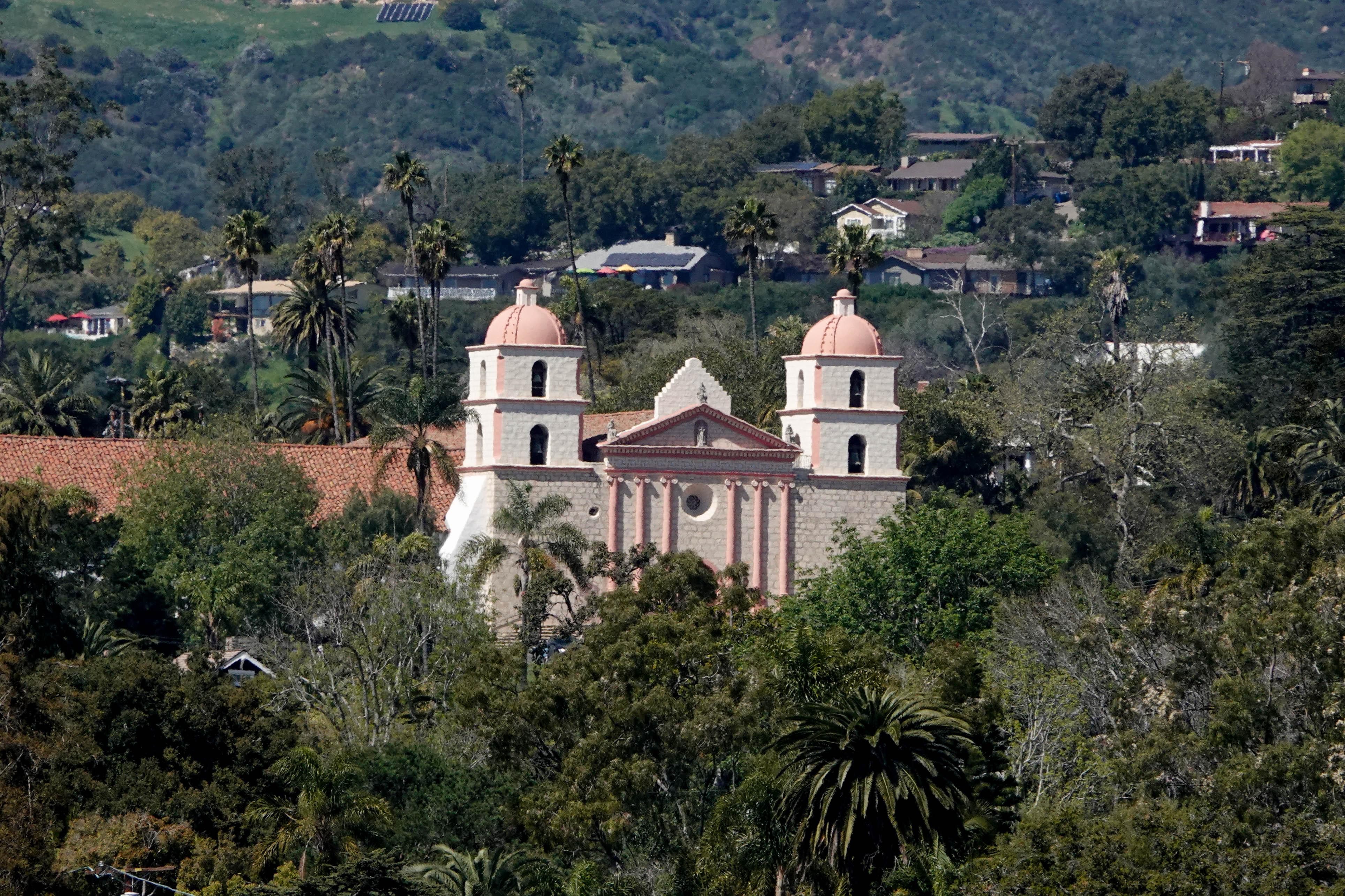 Photo tour of beautiful Santa Barbara: Spanish architecture, beach and entertainment abound