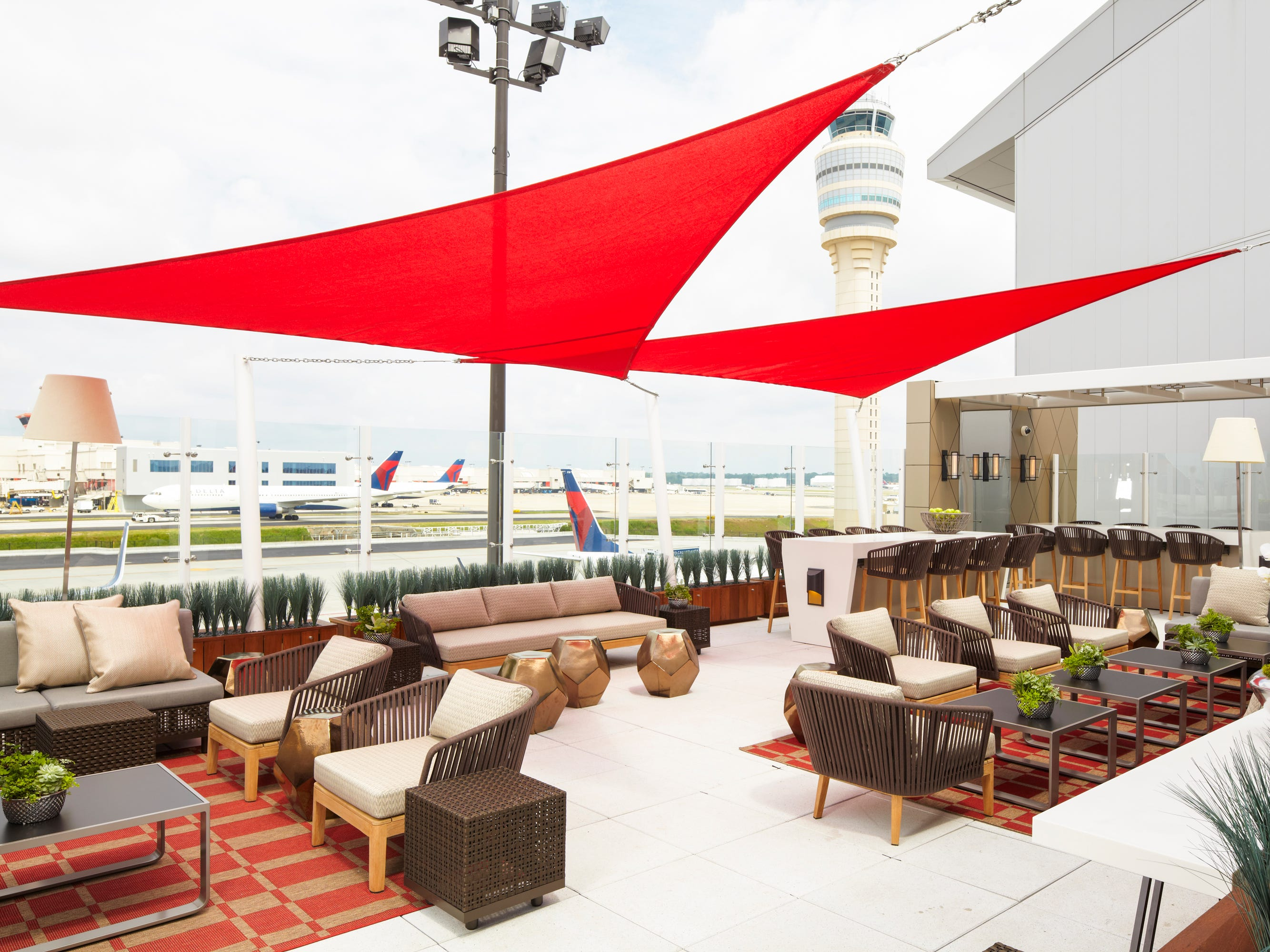 Best — and worst — U.S. airports for business travelers, according to new ranking