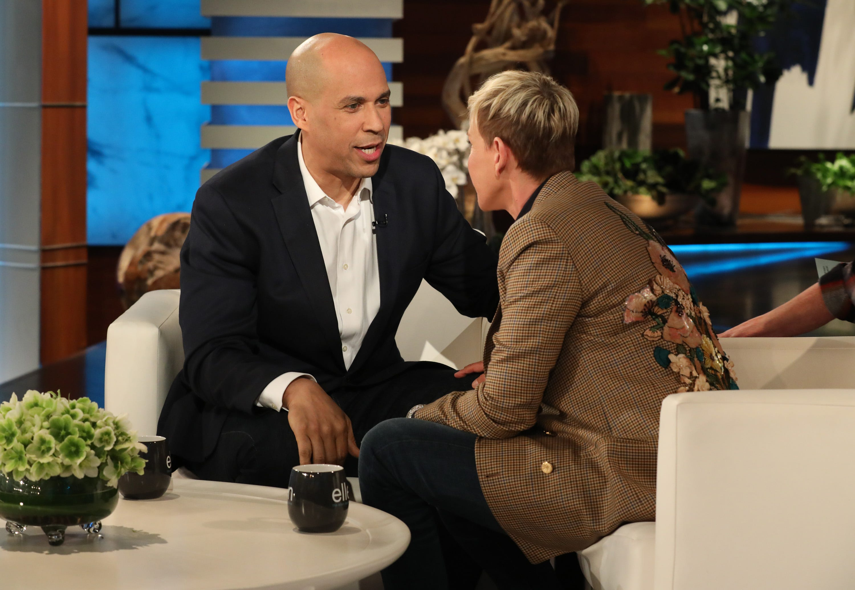 Cory Booker talks dating Rosario Dawson amid 2020 presidential race: 'People are watching'