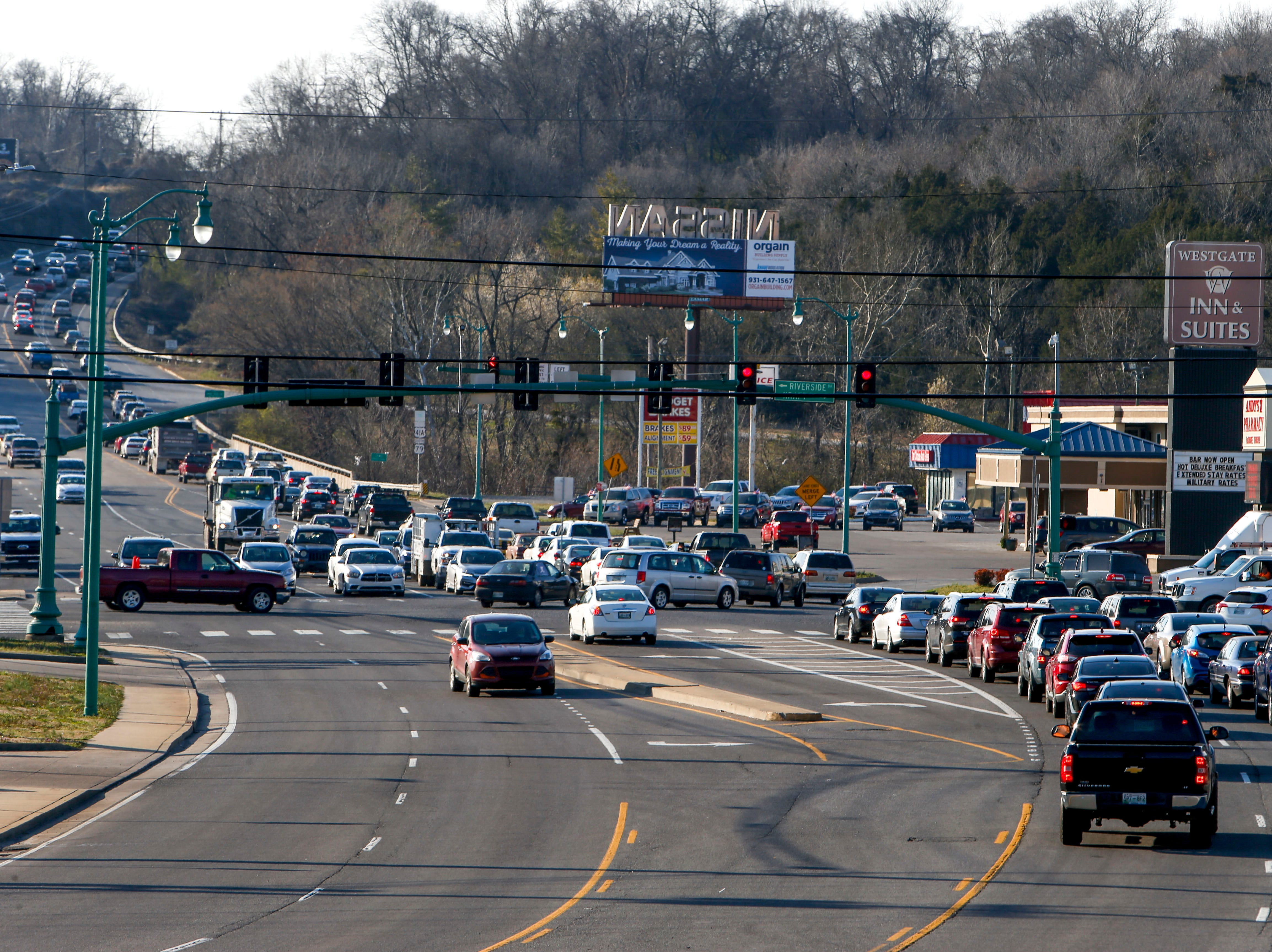 Traffic backs up to the intersection going up the hill on North 2nd Street at the intersection of U.S. 41 and North 2nd St in Clarksville, Tenn., on Tuesday, March 19, 2019.